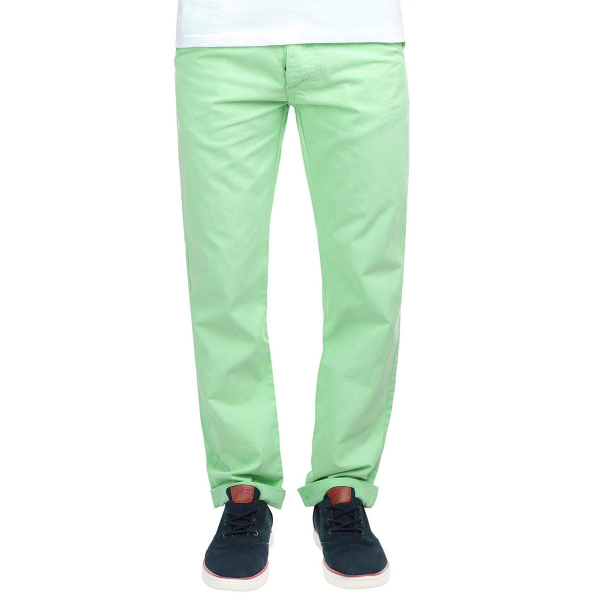 ElysiumFRESH/ATMOSPHEREСтильные мужские брюки MeZaGuZ станут отличным дополнением к вашему гардеробу. Модель прямого кроя и средней посадки изготовлена из высококачественного 100% хлопка, она великолепно пропускает воздух и обладает высокой гигроскопичностью. Застегиваются брюки на пуговицы, на поясе имеются шлевки для ремня. Спереди модель оформлена двумя втачными карманами и маленьким кармашком на пуговице, а сзади - двумя прорезными карманами, закрывающимися клапанами на пуговицах. В комплект входит оригинальный плетеный ремень с металлической пряжкой. Эти модные и в тоже время удобные брюки помогут вам создать оригинальный современный образ. В них вы всегда будете чувствовать себя уверенно и комфортно.