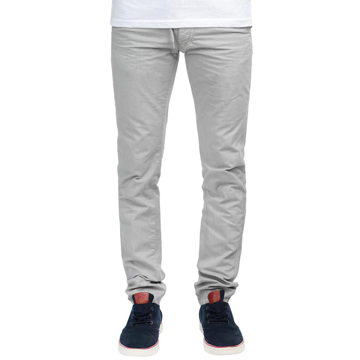 Equinoxe/ACIERСтильные мужские брюки MeZaGuZ станут отличным дополнением к вашему гардеробу. Модель прямого кроя и средней посадки изготовлена из высококачественного 100% хлопка, она великолепно пропускает воздух и обладает высокой гигроскопичностью. Застегиваются брюки на пуговицы, объем талии регулируется при помощи шнурка-кулиски. На поясе имеются шлевки для ремня. Спереди модель оформлена двумя втачными карманами и маленьким кармашком, а сзади - двумя прорезными карманами, закрывающимися на пуговицы. В комплект входит оригинальный плетеный ремень с металлической пряжкой. Эти модные и в тоже время удобные брюки помогут вам создать оригинальный современный образ. В них вы всегда будете чувствовать себя уверенно и комфортно.