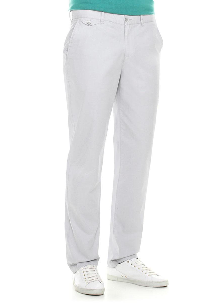 B795006_SILVERСтильные мужские брюки Baon станут отличным дополнением к вашему гардеробу. Модель прямого кроя и средней посадки изготовлена из высококачественных материалов. Застегиваются брюки на молнию и пуговицу, имеются шлевки для ремня. Спереди модель оформлена двумя втачными карманами, а сзади - двумя прорезными карманами на пуговицах. Модель оформлена имитацией кармашка с клапаном спереди. Эти модные и в тоже время удобные брюки помогут вам создать оригинальный современный образ. В них вы всегда будете чувствовать себя уверенно и комфортно.