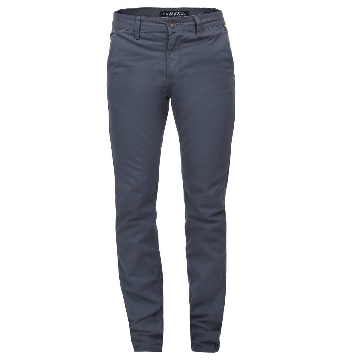 Брюки мужские. 1015256210152562 535Стильные мужские брюки Broadway, выполненные из натурального хлопка высочайшего качества, подходят большинству мужчин. Модель прямого кроя и средней посадки станет отличным дополнением к вашему современному образу. Застегиваются брюки на пуговицу в поясе и ширинку на молнии, имеются шлевки для ремня. Спереди модель оформлена двумя втачными карманами с косыми срезами, а сзади - двумя прорезными карманами на пуговицах. Эти модные и в тоже время комфортные брюки послужат отличным дополнением к вашему гардеробу. В них вы всегда будете чувствовать себя уютно и комфортно.