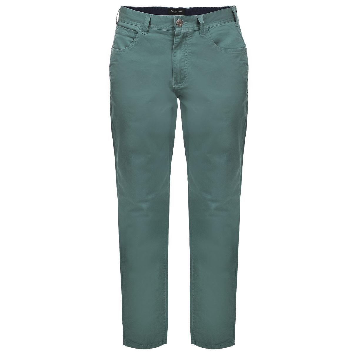 SSP1902BEСтильные мужские брюки Top Secret высочайшего качества, подходят большинству мужчин. Модель прямого кроя и средней посадки станет отличным дополнением к вашему современному образу. Застегиваются брюки на молнию и пуговицу, имеются шлевки для ремня. Спереди модель оформлена двумя втачными карманами и одним секретным кармашком, а сзади - двумя накладными карманами. Эти модные и в тоже время комфортные брюки послужат отличным дополнением к вашему гардеробу. В них вы всегда будете чувствовать себя уютно и комфортно.
