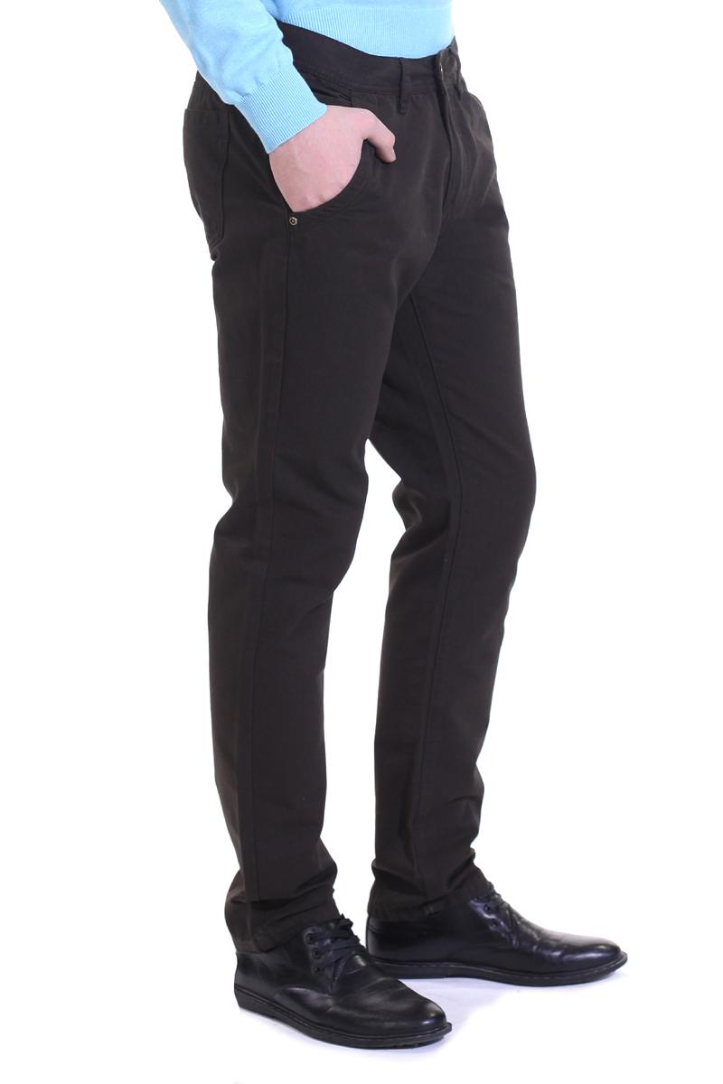 Брюки мужские. B795001B795001Стильные мужские брюки Baon высочайшего качества, подходят большинству мужчин. Модель прямого кроя и средней посадки станет отличным дополнением к вашему современному образу. Брюки выполнены из плотного хлопкового материала. На поясе модель застегивается на металлическую пуговицу и имеет ширинку на застежке-молнии, также имеются шлевки для ремня. Спереди модель оформлена двумя втачными карманами и одним небольшим секретным кармашком, а сзади - двумя накладными карманами. Эти модные и в тоже время комфортные брюки послужат отличным дополнением к вашему гардеробу. В них вы всегда будете чувствовать себя уютно и комфортно.