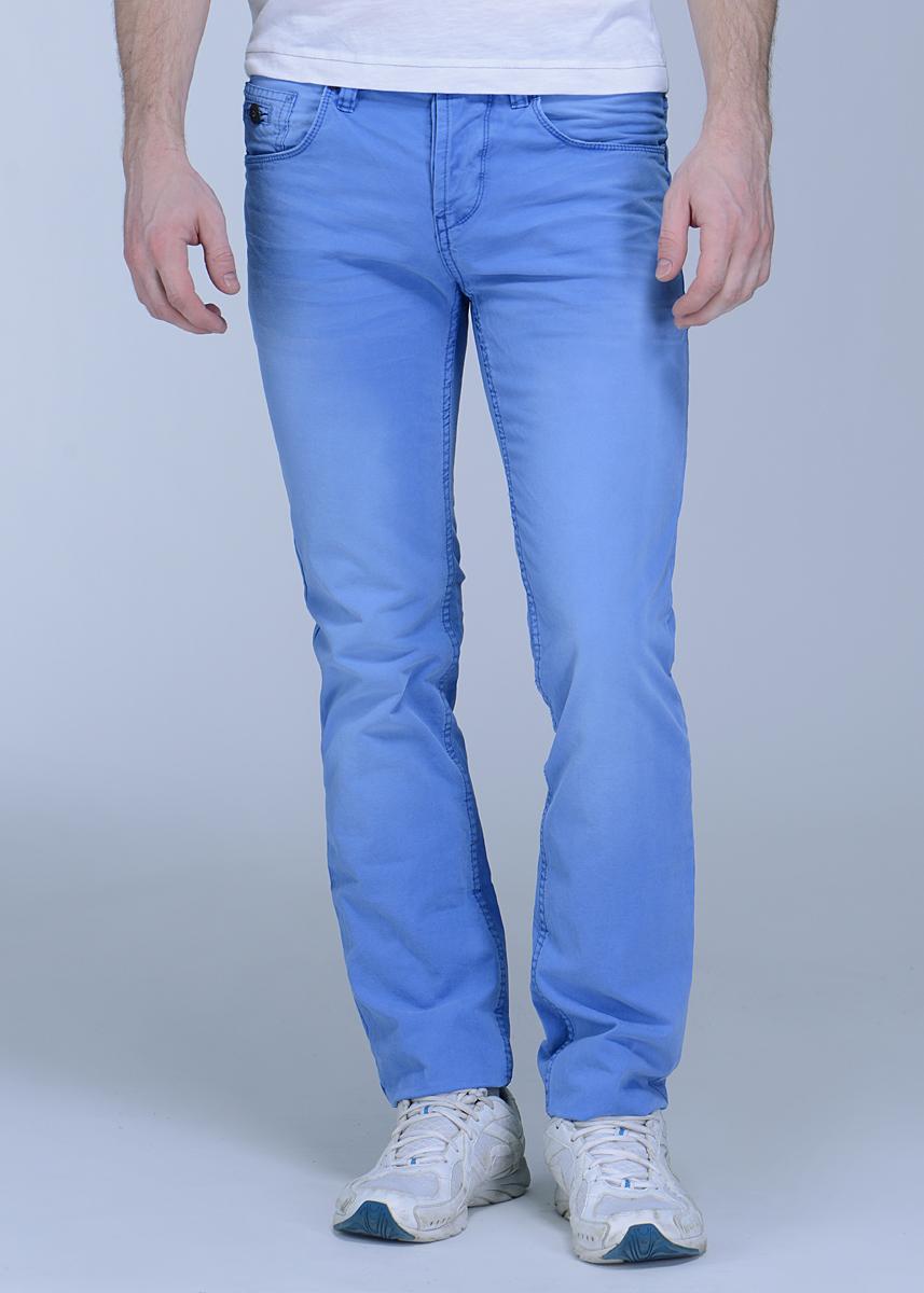 6400983.00.12Стильные мужские брюки Chino высочайшего качества, слегка зауженного к низу кроя и заниженной посадки, станут отличным дополнением к вашему современному образу. Застегиваются брюки на пуговицу и ширинку на застежке-молнии, имеются шлевки для ремня. Спереди модель оформлена двумя втачными карманами и небольшим секретным кармашком, а сзади - двумя накладными карманами. Эти модные и в тоже время комфортные брюки послужат отличным дополнением к вашему гардеробу. В них вы всегда будете чувствовать себя уютно и комфортно.