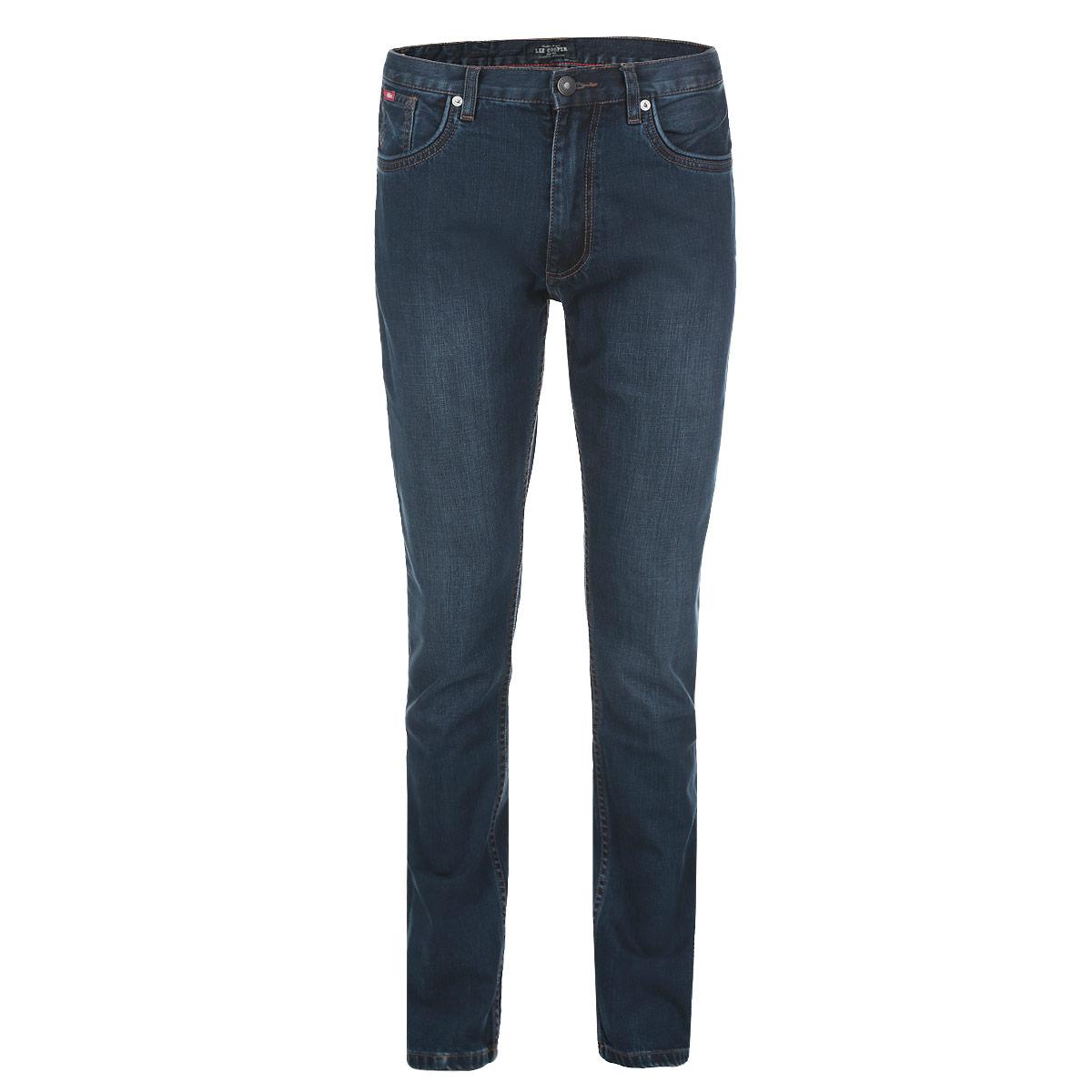 Джинсы мужские. ArthurArthur/OldschoolСтильные мужские джинсы Lee Cooper Arthur высочайшего качества выполнены из плотного хлопкового материала. Модель слегка зауженного кроя и средней посадки станет отличным дополнением к вашему современному образу. Джинсы застегиваются на металлическую пуговицу в поясе и ширинку на застежке-молнии, также имеются шлевки для ремня. Спереди модель дополнена двумя втачными карманами и небольшим секретным кармашком, а сзади - двумя накладными карманами. Джинсы оформлены металлическими клепками и прострочкой. Эти модные и в тоже время комфортные джинсы послужат отличным дополнением к вашему гардеробу. В них вы всегда будете чувствовать себя уютно и комфортно.