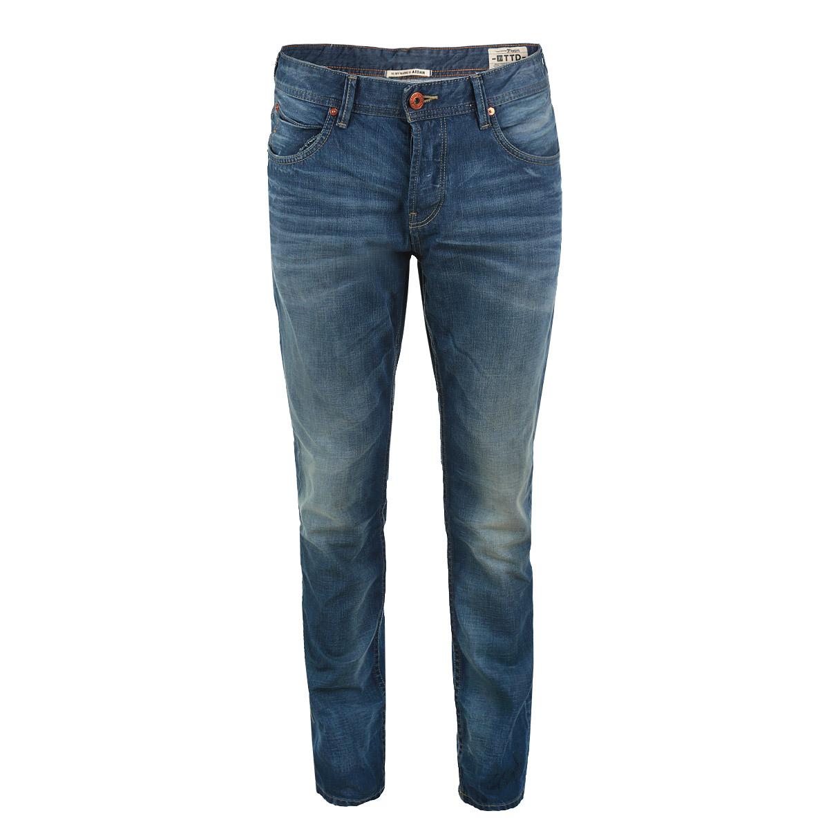 Джинсы мужские Aedan. 6203315.09.126203315.09.12_1052Стильные мужские джинсы Tom Tailor Denim, изготовленные из плотного хлопка, прекрасно дополнят образ, а также подарят комфорт. Джинсы на талии застегиваются на металлическую пуговицу и имеют ширинку на пуговицах, а также шлевки для ремня. Спереди модель дополнена двумя втачными карманами и одним накладным кармашком, а сзади - двумя накладными карманами. Джинсы оформлены эффектом потертости, перманентными складками и контрастной отстрочкой. Эти модные и в тоже время удобные джинсы помогут вам создать оригинальный современный образ. В них вы всегда будете чувствовать себя уверенно и комфортно.