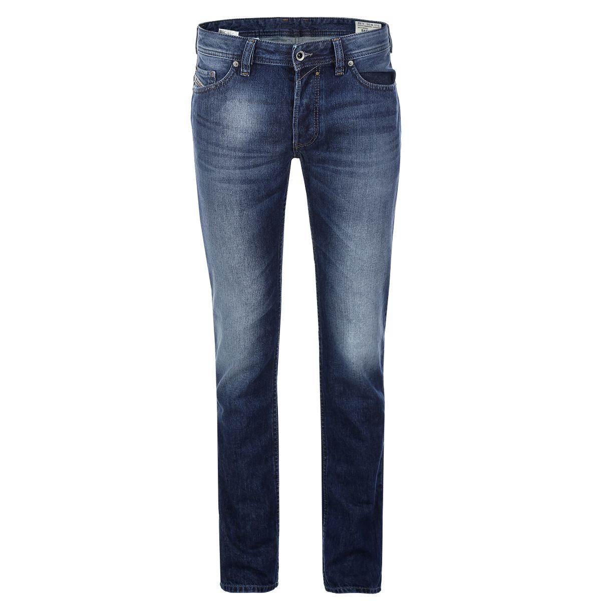 Джинсы мужские Safado. 00C03G-0842C/0100C03G-0842C/01Стильные мужские джинсы Diesel Safado - джинсы высочайшего качества, которые прекрасно сидят. Модель прямого слегка зауженного кроя и средней посадки изготовлена из высококачественного плотного хлопка, не сковывает движения и дарит комфорт. Застегиваются джинсы на пуговицу в поясе и ширинку на металлических пуговицах, имеются шлевки для ремня. Спереди модель дополнена двумя втачными карманами и одним секретным кармашком, а сзади - двумя накладными карманами и небольшим прорезным кармашком, расположенным под поясом. Джинсы оформлены тертым эффектом и перманентными складками. Эти модные и в тоже время удобные джинсы помогут вам создать оригинальный современный образ. В них вы всегда будете чувствовать себя уверенно и комфортно.