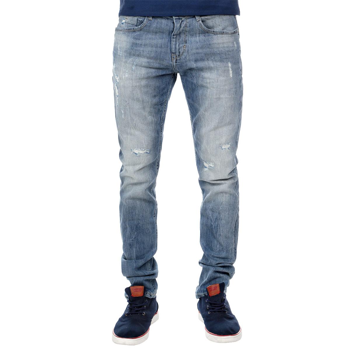 Джинсы мужские. 6203463.00.156203463.00.15Стильные мужские джинсы Tom Tailor, изготовленные из эластичного хлопка, прекрасно дополнят образ, а также подарят комфорт. Джинсы на талии застегиваются на металлическую пуговицу и имеют ширинку на застежке-молнии, а также шлевки для ремня. Спереди модель дополнена двумя втачными карманами и одним накладным кармашком, а сзади - двумя накладными карманами. Джинсы оформлены металлическими клепками, эффектом потертости и рваными дырками. Эти модные и в тоже время удобные джинсы помогут вам создать оригинальный современный образ. В них вы всегда будете чувствовать себя уверенно и комфортно.