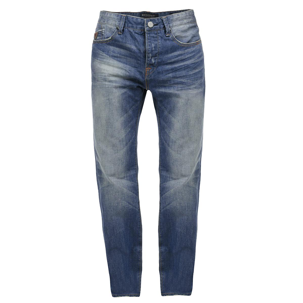 Джинсы мужские. 1015257310152573 L32Стильные мужские джинсы Broadway - джинсы высочайшего качества, которые прекрасно сидят. Модель прямого кроя и средней посадки изготовлена из высококачественного материала, не сковывает движения и дарит комфорт. Застегиваются джинсы на пуговицу в поясе и ширинку на металлических пуговицах, имеются шлевки для ремня. Спереди модель дополнена двумя втачными карманами и одним секретным кармашком, а сзади - двумя накладными карманами. Джинсы оформлены тертым эффектом и перманентными складками. Эти модные и в тоже время удобные джинсы помогут вам создать оригинальный современный образ. В них вы всегда будете чувствовать себя уверенно и комфортно.