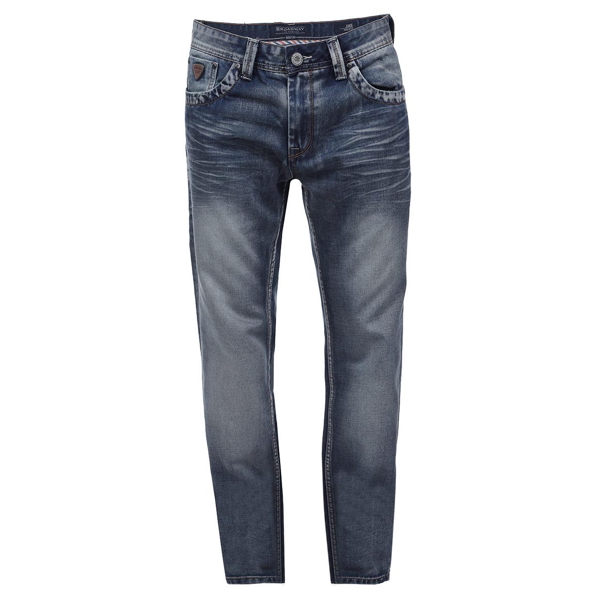 Джинсы мужские. 1015231810152318 L34Стильные мужские джинсы Broadway - джинсы высочайшего качества, которые прекрасно сидят. Они прекрасно сочетаются с разными рубашками и футболками, создавая образ, как на каждый день, так и для отдыха. Джинсы прямого кроя и средней посадки изготовлены из высококачественного материала, не сковывают движения. Модель прямого кроя и средней посадки изготовлена из высококачественных материалов. Застегиваются джинсы на молнию и пуговицу, имеются шлевки для ремня. Спереди модель дополнена двумя втачными карманами и одним секретным кармашком, а сзади - двумя накладными карманами. Джинсы оформлены в стиле винтаж, и украшены рельефными узорами на задних карманах. Эти модные и в тоже время удобные джинсы помогут вам создать оригинальный современный образ. В них вы всегда будете чувствовать себя уверенно и комфортно.