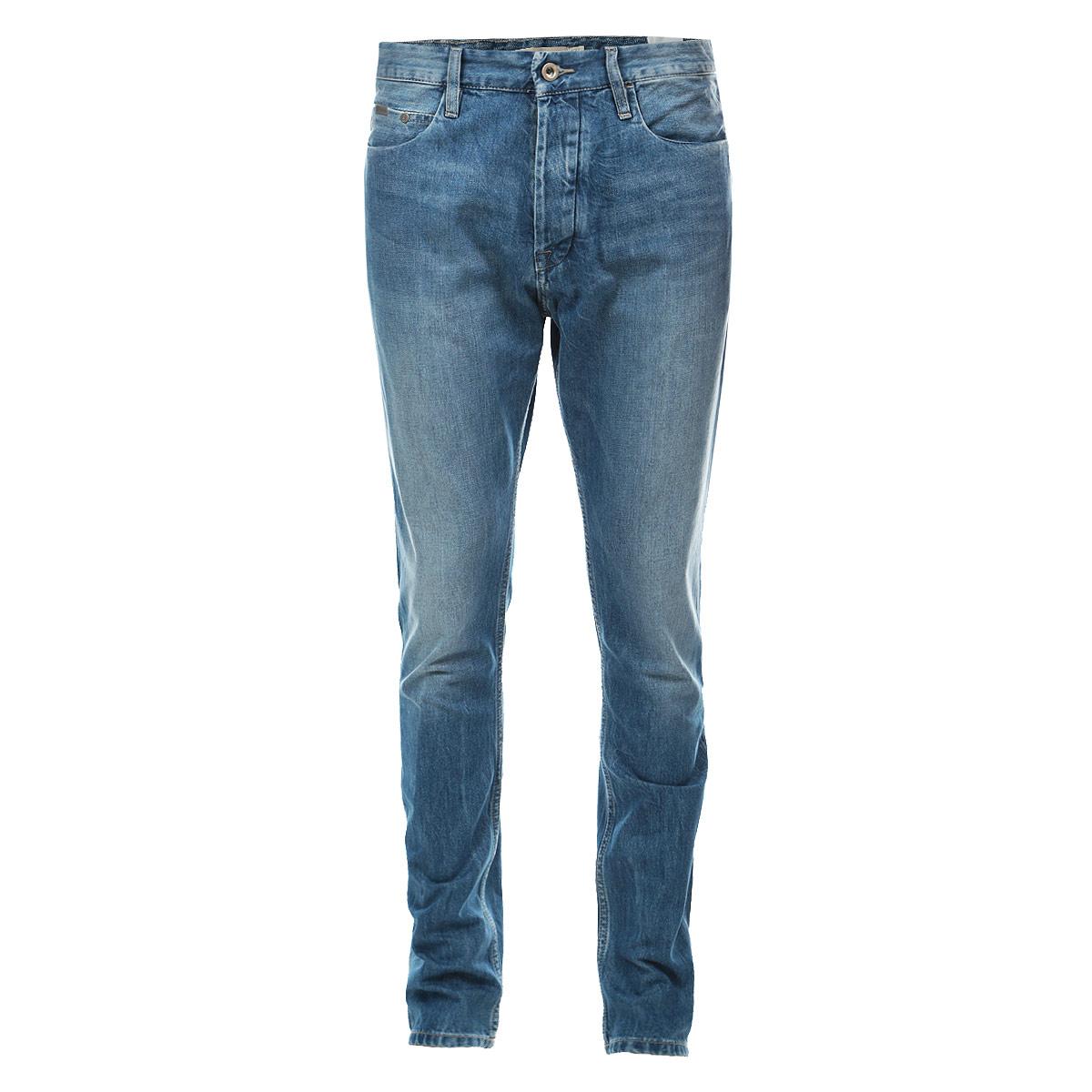 Джинсы мужские. J3IJ301701J3IJ301701Стильные мужские джинсы Calvin Klein Jeans - джинсы высочайшего качества на каждый день, которые прекрасно сидят. Модель зауженного к низу кроя и средней посадки изготовлена из высококачественного материала. Изделие оформлено тертым эффектом и перманентными складками. Застегиваются джинсы на пуговицу в поясе и ширинку на металлических пуговицах, имеются шлевки для ремня. Спереди модель оформлены двумя втачными карманами и одним небольшим секретным кармашком, а сзади - двумя накладными карманами. Эти модные и в тоже время комфортные джинсы послужат отличным дополнением к вашему гардеробу. В них вы всегда будете чувствовать себя уютно и комфортно.