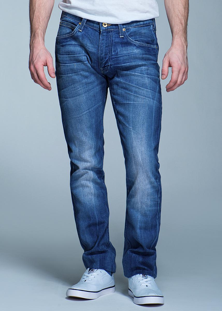 Джинсы мужские Luke. L719ASBXL719ASBXСтильные мужские джинсы Lee Luke - джинсы высочайшего качества на каждый день, которые прекрасно сидят. Модель зауженного к низу кроя и средней посадки изготовлены из высококачественного материала, не сковывают движения. Изделие оформлено тертым эффектом и перманентными складками. Застегиваются джинсы на пуговицу и ширинку на застежке-молнии, имеются шлевки для ремня. Спереди модель оформлены двумя втачными карманами и одним небольшим секретным кармашком, а сзади - двумя накладными карманами. Эти модные и в тоже время комфортные джинсы послужат отличным дополнением к вашему гардеробу. В них вы всегда будете чувствовать себя уютно и комфортно.