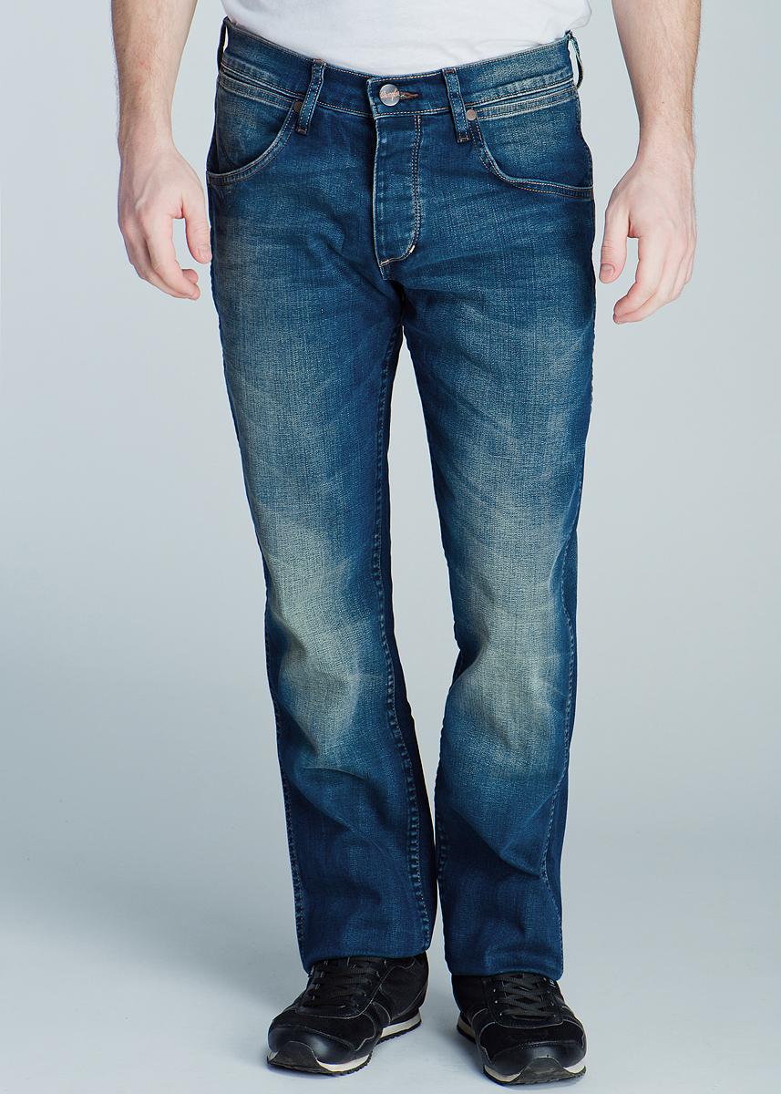 Джинсы мужские Crank. W10HP938JW10HP938J_Broke DownСтильные мужские джинсы Wrangler Crank, выполненные из высококачественного материала, подходят большинству мужчин. Модель прямого кроя и низкой посадки станут отличным дополнением к вашему современному образу. Джинсы дополнены на заднем кармане нашивкой с логотипом бренда. Застегиваются брюки на пуговицы, имеются шлевки для ремня. Спереди модель оформлены двумя боковыми карманами, а сзади - двумя втачными карманами на пуговицах. Эти модные и в тоже время комфортные джинсы послужат отличным дополнением к вашему гардеробу. В них вы всегда будете чувствовать себя уютно и комфортно.