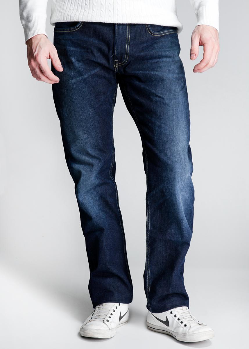 Джинсы мужские Blake. L730JJDHL730JJDHCтильные мужские джинсы Lee Blake - джинсы высочайшего качества на каждый день, которые прекрасно сидят. Модель зауженного кроя и средней посадки изготовлены из высококачественного материала, не сковывают движения. Застегиваются джинсы на пуговицу и ширинку на застежке-молнии, имеются шлевки для ремня. Спереди модель оформлены двумя втачными карманами и одним небольшим секретным кармашком, а сзади - двумя накладными карманами. Эти модные и в тоже время комфортные джинсы послужат отличным дополнением к вашему гардеробу. В них вы всегда будете чувствовать себя уютно и комфортно.