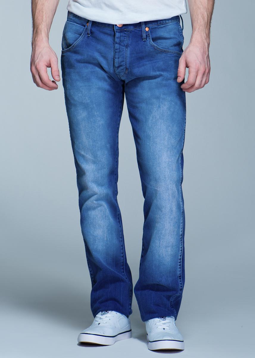 Джинсы мужские Spencer, 98% хлопок, 2% эластанW184JJ47DСтильные мужские джинсы Wrangler Spencer - джинсы высочайшего качества на каждый день, которые прекрасно сидят. Модель зауженного к низу кроя и средней посадки. Джинсы изготовлены из высококачественного материала, не сковывают движения. Застегиваются джинсы на пуговицу в поясе и ширинку на пуговицах, имеются шлевки для ремня. Спереди модель оформлены двумя втачными карманами и одним небольшим секретным кармашком, а сзади - двумя накладными карманами. Эти модные и в тоже время комфортные джинсы послужат отличным дополнением к вашему гардеробу. В них вы всегда будете чувствовать себя уютно и комфортно.