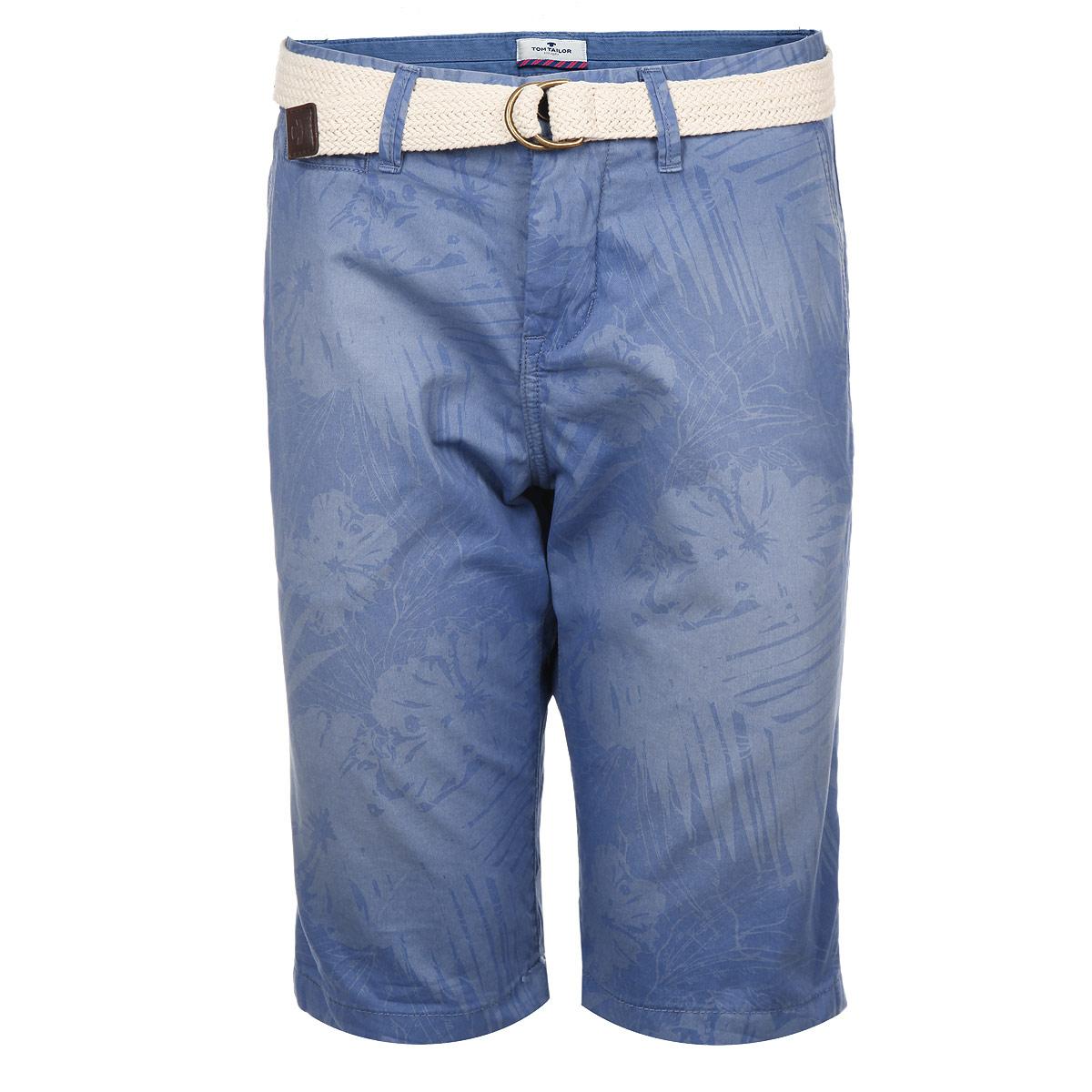 Шорты мужские. 6403265.62.106403265.62.10_6635Стильные мужские шорты Tom Tailor изготовлены из плотной хлопковой ткани, которая подарит вам максимальный комфорт и удобство в жаркую погоду. Модель прямого покроя застегивается на пуговицу в поясе и ширинку на молнии, предусмотрены шлевки для ремня. Спереди шорты дополнены двумя втачными карманами с косыми срезами и одним небольшим секретным кармашком, сзади - два прорезных кармана. Шорты оформлены цветочным принтом. Модель удачно дополняет плетеный из трикотажного шнура ремень с металлической пряжкой. Стильные мужские шорты - удобный и практичный элемент летнего гардероба.