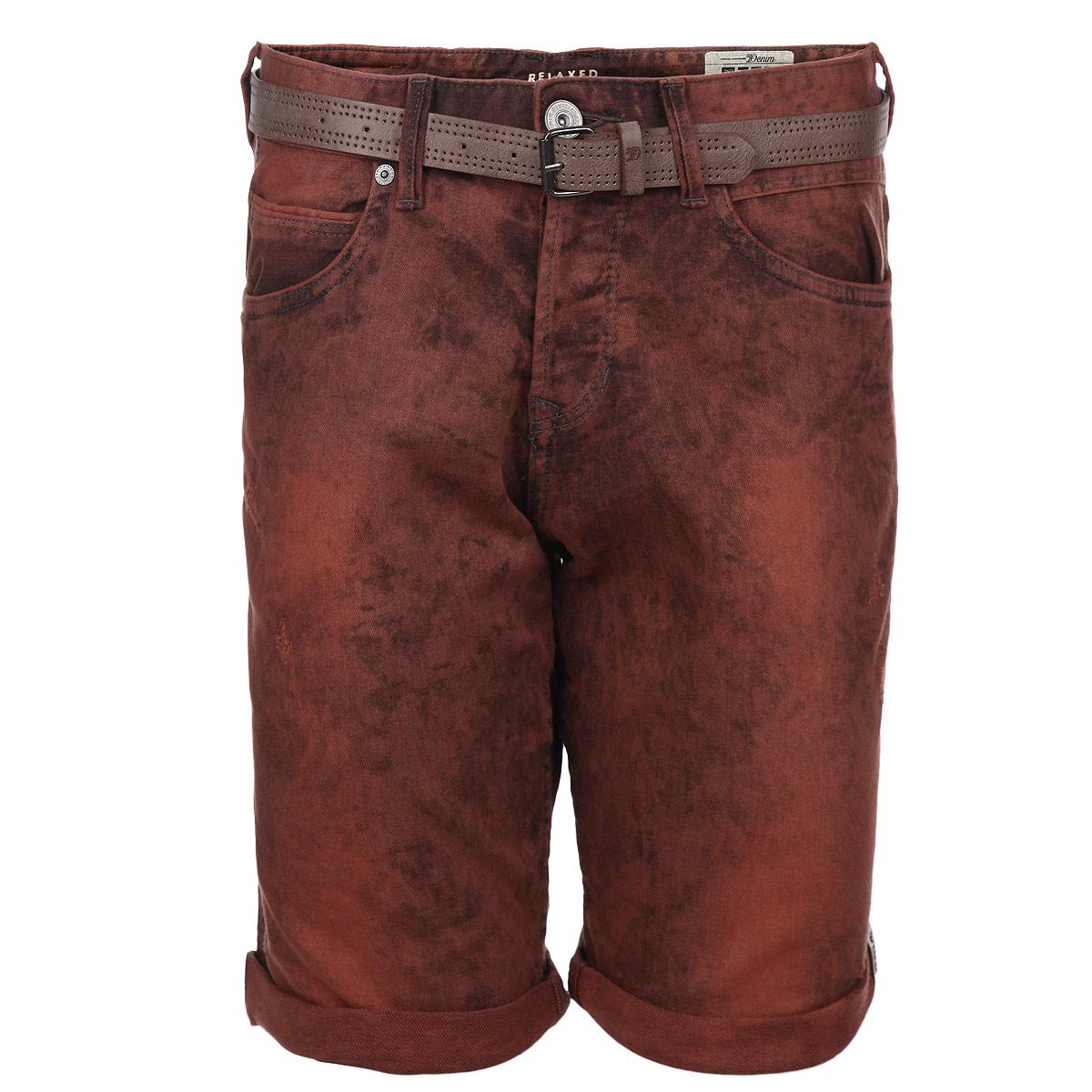 Шорты мужские. 6203481.62.126203481.62.12_3510Стильные джинсовые шорты с отворотами Tom Tailor изготовлены из плотной хлопковой ткани, которая подарит вам максимальный комфорт и удобство в жаркую погоду. Модель прямого покроя с ширинкой на пуговицах, на талии также застегивается на пуговицу. Спереди шорты дополнены двумя втачными карманами и одним небольшим секретным кармашком, сзади расположены два больших накладных кармана. Модель удачно дополняет ремень из искусственной кожи с металлической пряжкой. Стильные мужские шорты - удобный и практичный элемент летнего гардероба.