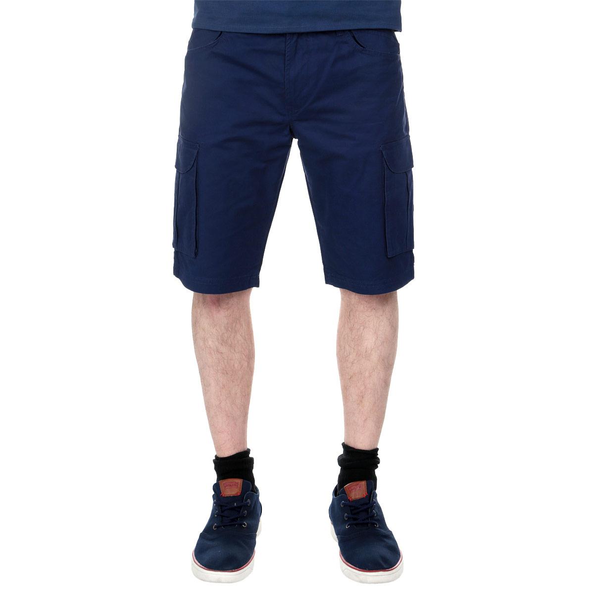 Шорты мужские. SSZ0701SSZ0701GRСтильные шорты Top Secret, изготовленные из натурального хлопка, подойдут любому мужчине, который ценит комфорт и оригинальность. Эта модель станет отличным дополнением к вашему современному образу. Шорты-бермуды на талии застегиваются на пластиковую пуговицу, также имеются ширинка на застежке-молнии и шлевки для ремня. Модель спереди дополнена двумя втачными карманами с декоративными клапанами, а сзади - двумя прорезными карманами с клапанами. Также по бокам предусмотрены вместительные накладные карманы с клапанами. Эти модные и удобные шорты послужат отличным дополнением к вашему гардеробу. В них вы всегда будете чувствовать себя уверенно и комфортно.