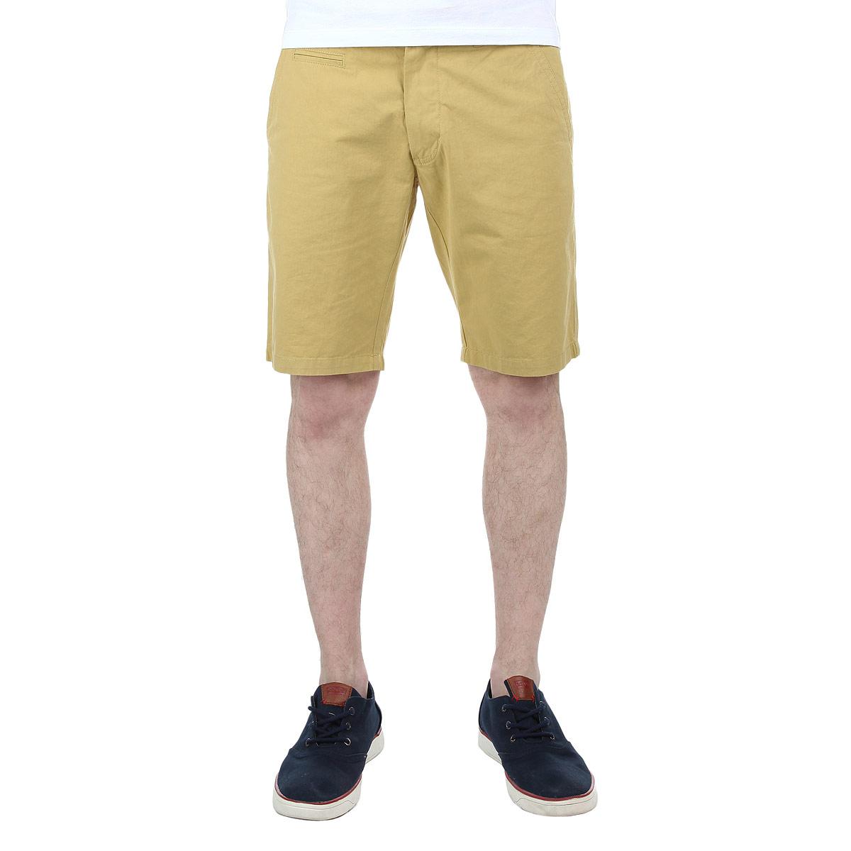 ШортыLCGMW031/COBALTСтильные мужские шорты Lee Cooper изготовлены из высококачественного хлопка. Модель средней посадки, застегивается на две пуговицы в поясе и ширинку на застежке-молнии, имеются шлевки для ремня. Спереди шорты оформлены двумя втачными карманами с косыми срезами и одним небольшим секретным кармашком, а сзади - двумя втачными карманами с клапанами на пуговицах. Эти модные и в тоже время комфортные шорты послужат отличным дополнением к вашему гардеробу. В них вы всегда будете чувствовать себя уютно и комфортно.