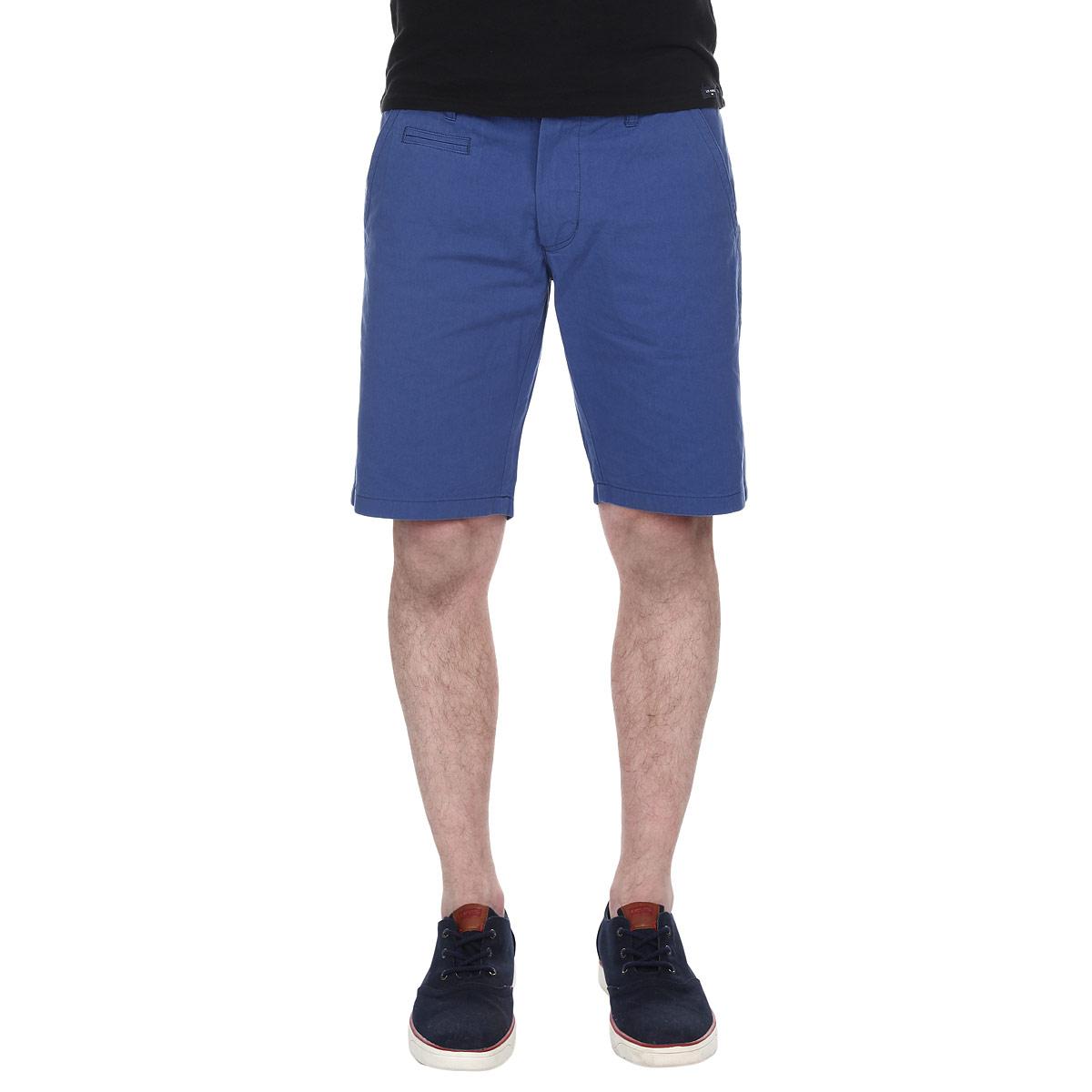 Шорты мужские. LCGMW031LCGMW031/COBALTСтильные мужские шорты Lee Cooper изготовлены из высококачественного хлопка. Модель средней посадки, застегивается на две пуговицы в поясе и ширинку на застежке-молнии, имеются шлевки для ремня. Спереди шорты оформлены двумя втачными карманами с косыми срезами и одним небольшим секретным кармашком, а сзади - двумя втачными карманами с клапанами на пуговицах. Эти модные и в тоже время комфортные шорты послужат отличным дополнением к вашему гардеробу. В них вы всегда будете чувствовать себя уютно и комфортно.