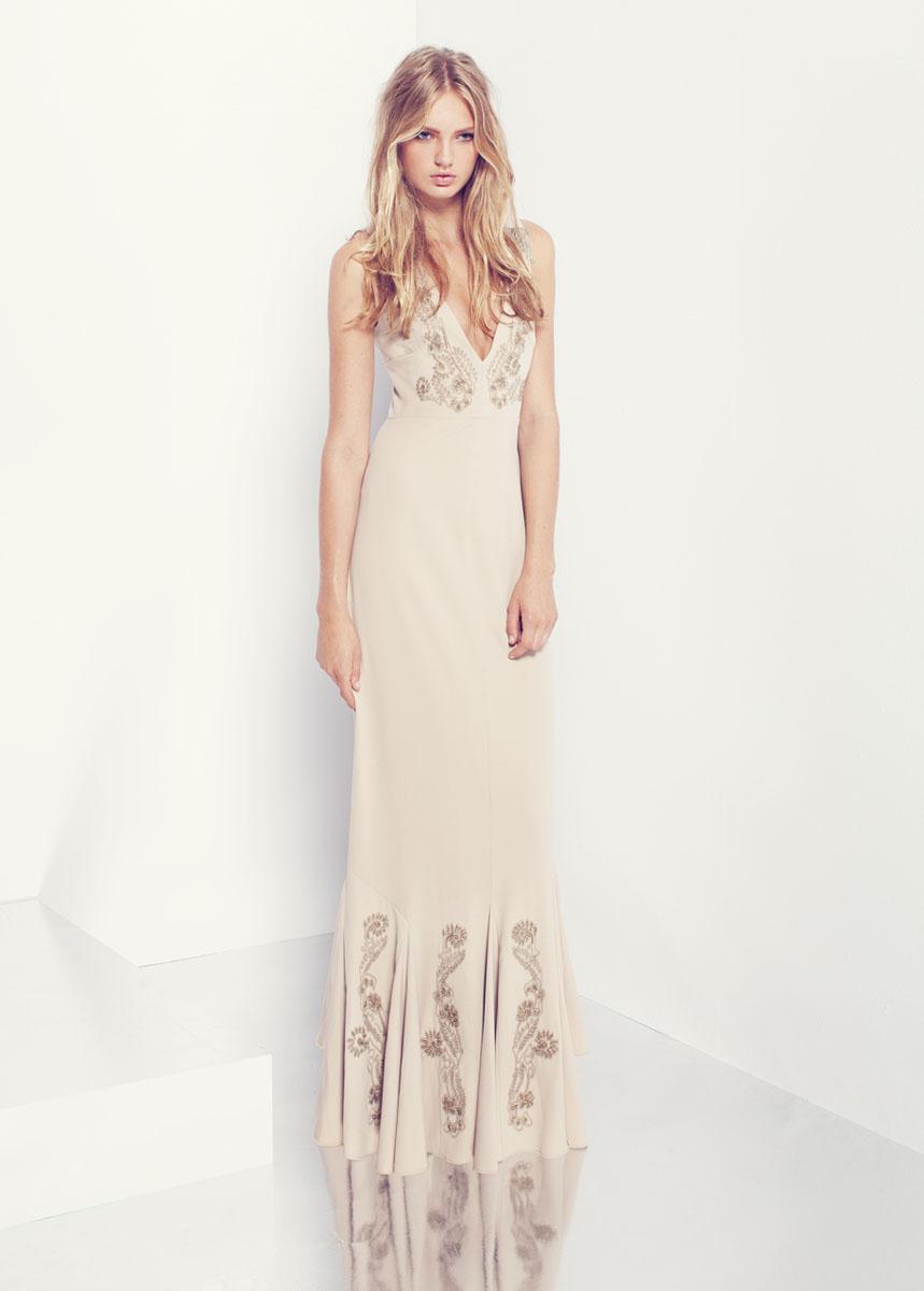 ПлатьеCS13M190Стильное платье SuperTrash, изготовленное из полиэстера - стильный и женственный вариант для неформальных случаев. Модель застегивается на потайную молнию по спинке. Вырез горловины и низ платья декорированы бусинками. Это оригинальное платье послужит отличным дополнением к вашему гардеробу!