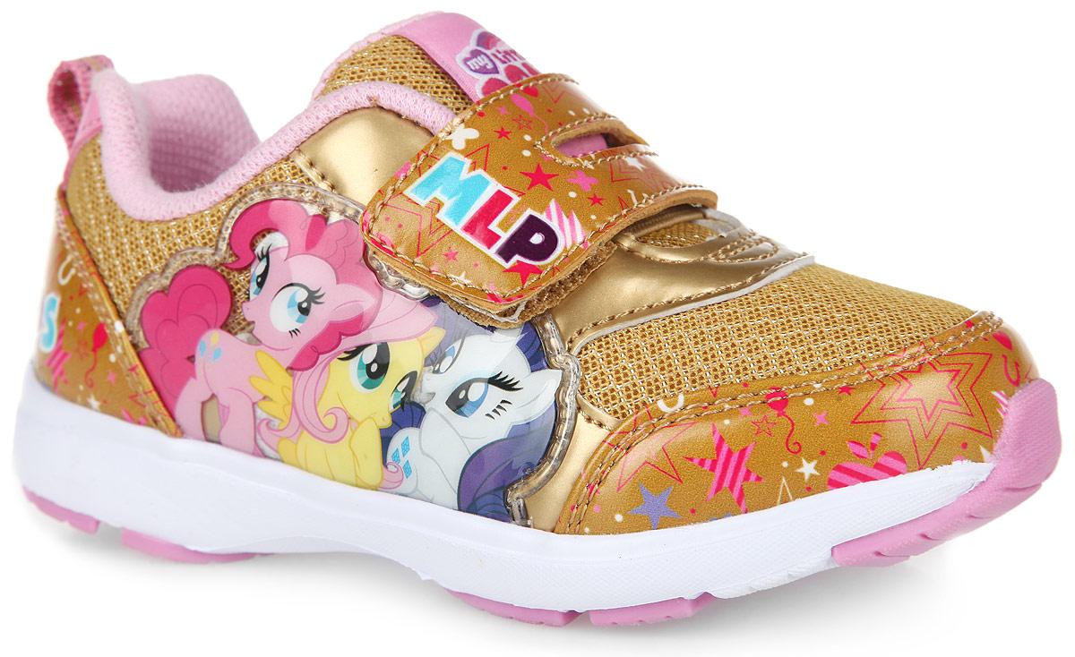 5261CОригинальные кроссовки My Little Pony от Kakadu приведут вашу малышку в восторг. Модель выполнена из комбинации синтетической кожи разной фактуры, оформленной яркими изображениями, и сетчатого текстиля. Полужесткий задник, резинка и ремешок на застежке-липучке в области подъема надежно зафиксируют модель на ножке. Благодаря такой застежке ребенок может самостоятельно надевать обувь. Подкладка выполнена из 100% гипоаллергенного хлопка - материала, который позволяет коже дышать и хорошо впитывает влагу. Мягкая, амортизирующая, антибактериальная стелька из EVA-материала с текстильной поверхностью обладает высокой воздухопроницаемостью, нейтрализует неприятный запах и препятствует появлению бактерий. Подошва, изготовленная из EVA-материала и термопластичной резины, оснащена рифлением для лучшего сцепления с поверхностью. Задник дополнен ярлычком для более удобного надевания обуви, язычок - текстильной нашивкой с символикой бренда. При движении расположенная сбоку нашивка с...