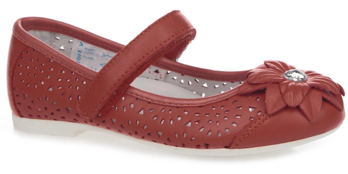 Туфли для девочки. 432087-22432087-22Прелестные туфли от Котофей очаруют вашу дочурку с первого взгляда! Модель выполнена из натуральной кожи и декорирована перфорацией, на мысе - очаровательным цветком, украшенным большим стразом. Перфорация обеспечивает отличную вентиляцию, позволяет ногам ребенка дышать. Ремешок на застежке-липучке гарантирует надежную фиксацию обуви на ноге. Стелька EVA с поверхностью из натуральной кожи обеспечивает максимальный комфорт. Супинатор на стельке отвечает за правильное положение ноги ребенка при ходьбе, предотвращает плоскостопие. Рифление на подошве обеспечивает идеальное сцепление с любой поверхностью. Удобные туфли - незаменимая вещь в гардеробе каждой девочки.