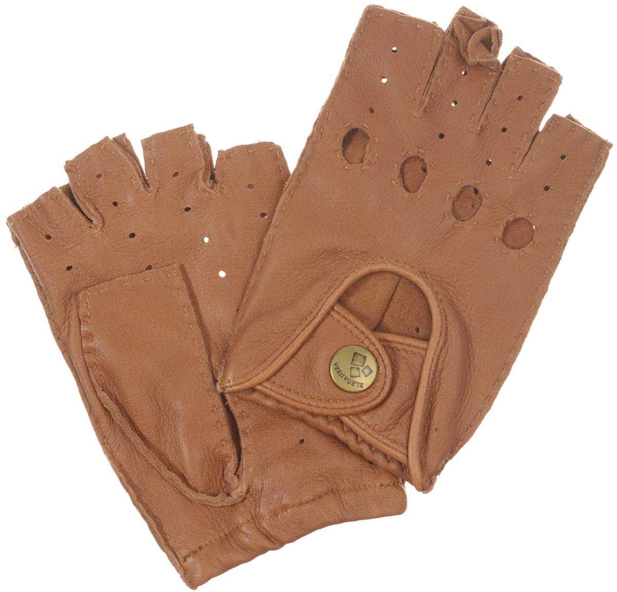 ПерчаткиHS102WМитенки Eleganzza изготовлены из натуральной кожи оленя с перфорацией. Швы - наружные ручные. На лицевой стороне - декоративный вырез, два ремня, закрывающиеся по центру на кнопку и вырезы под косточки пальцев. Первоначально митенки использовались для защиты от холода при выполнении работ, требующих подвижности пальцев. Но начиная с XVIII века митенки стали использоваться как модный женский аксессуар, дамы носили митенки и в помещениях, соответственно митенки выполняли больше эстетическую, а не практическую функцию. Такая мода продержалась и в XIX веке. Использовались как простые вязаные митенки, так и кружевные, причем они могли по длине доходить как до середины руки, так и до локтя. В России митенки использовались еще в XIX веке и считались женскими перчатками. В настоящий момент митенки используются как женщинами, так и мужчинами, но все-таки в большей степени считаются женским аксессуаром одежды!