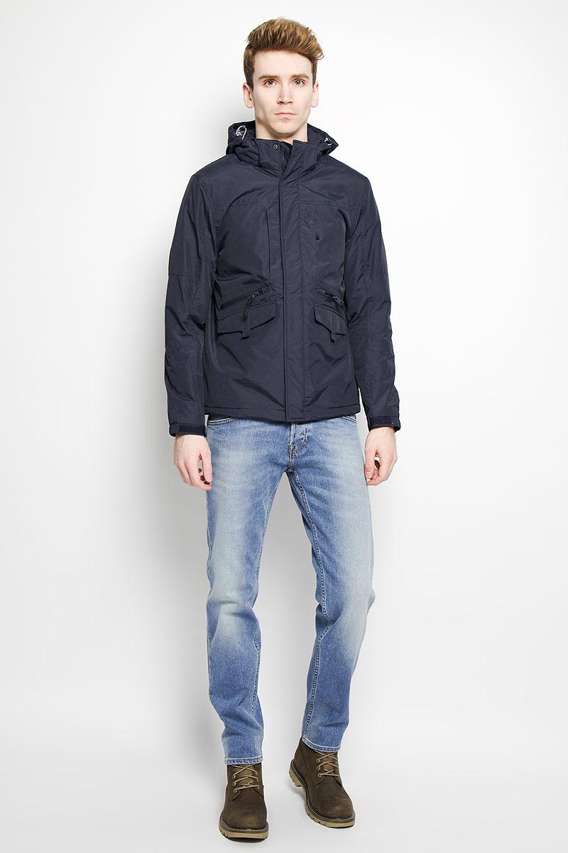 Куртка мужская. B536026B536026Стильная мужская куртка Baon, выполненная из высококачественного материала, рассчитана на прохладную погоду. Модель с утеплителем из полиэстера подарит вам максимальный комфорт. Изделие застегивается на застежку-молнию и дополнительно имеет внешний ветрозащитный клапан на кнопках. Куртка с воротником- стойкой дополнена капюшоном, который регулируется по объему за счет резинки со стопперами. Капюшон крепится при помощи застежки-молнии, и в случае необходимости его можно отстегнуть. Края рукавов присборены на резинку и снабжены хлястиком с липучкой для регулировки объема. Куртка дополнена тремя прорезными карманами на застежке-молнии и двумя прорезными карманами, которые закрываются клапаном на липучке. Внутри расположен один небольшой накладной карман для мобильного телефона и один прорезной карман на застежке-молнии. В этой куртке вам будет комфортно. Модная фактура ткани, отличное качество, великолепный дизайн.