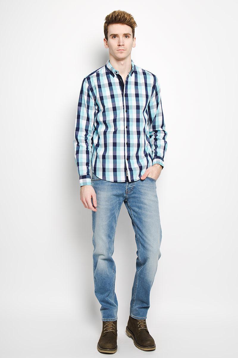 Рубашка мужская. B676006B676006Стильная мужская рубашка Baon, выполненная из натурального хлопка, обладает высокой теплопроводностью, воздухопроницаемостью и гигроскопичностью, позволяет коже дышать, тем самым обеспечивая наибольший комфорт при носке даже самым жарким летом. Модель с длинными рукавами, отложным воротником и полукруглым низом застегивается на пуговицы. Манжеты также застегиваются на пуговицы. Рубашка оформлена узором в небольшую клетку. Внизу планки с пуговицами расположена скрытая нашивка с логотипом бренда. Такая рубашка будет дарить вам комфорт в течение всего дня и послужит замечательным дополнением к вашему гардеробу.