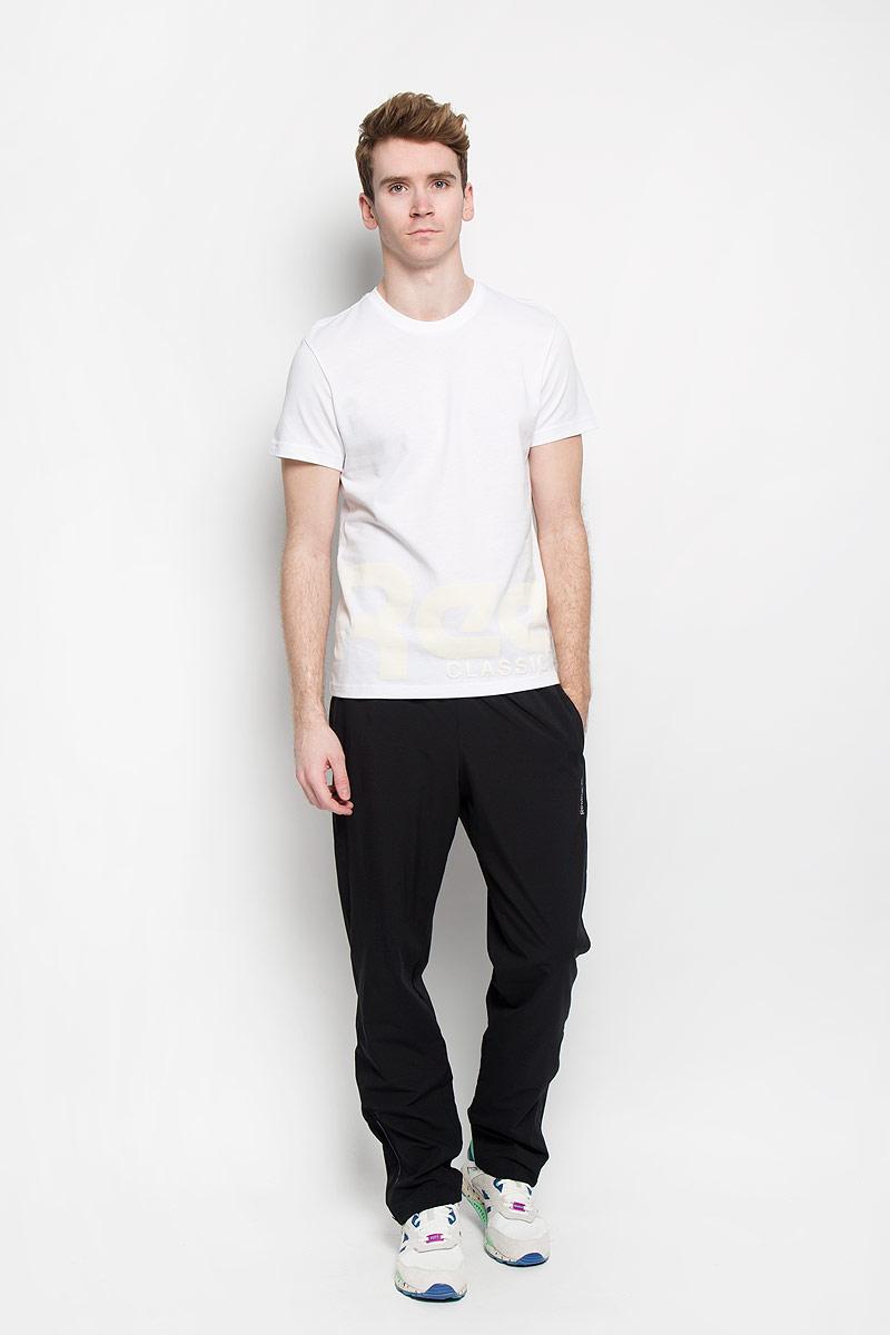 ФутболкаAK0581Стильная мужская футболка Reebok F Wrap Around Logo, выполненная из высококачественного натурального хлопка, обладает высокой теплопроводностью, воздухопроницаемостью и гигроскопичностью, позволяет коже дышать. Модель с короткими рукавами и круглым вырезом - идеальный вариант для создания современного образа в спортивном стиле. Футболка оформлена оригинальным крупным принтом в виде надписи Reebok, охватывающей перед и спинку модели. Такая модель подарит вам комфорт в течение всего дня и послужит замечательным дополнением к вашему гардеробу.