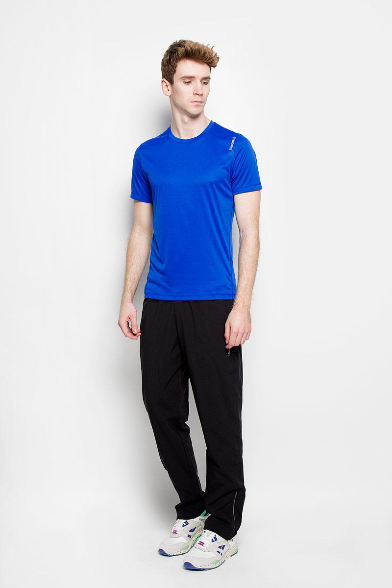 ФутболкаAJ2898Стильная мужская футболка Reebok Wor Prem Tech Top, выполненная из высококачественного полиэстера, превосходно подойдет для занятий спортом и активного отдыха. Материал с технологией SpeedWick отводит влагу с кожи, обеспечивая сухость и комфорт. Модель с короткими рукавами и круглым вырезом горловины имеет особый крой, повторяющий ваши движения. Футболка декорирована термоаппликацией с названием бренда. Такая модель послужит замечательным дополнением к вашему гардеробу.
