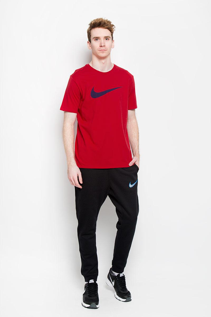 Футболка мужская Tee-Chest Swoosh. 696699-660696699-660Стильная мужская футболка Nike Tee-Chest Swoosh, выполненная из натурального хлопка, обладает высокой теплопроводностью, воздухопроницаемостью и гигроскопичностью, позволяет коже дышать. Модель с короткими рукавами и круглым вырезом горловины - идеальный вариант для создания образа в стиле Casual. Классическая однотонная футболка спереди дополнена термоаппликацией в виде логотипа Nike. Она будет превосходно сочетаться с джинсами и повседневными брюками. Такая модель подарит вам комфорт в течение всего дня и послужит замечательным дополнением к вашему гардеробу.