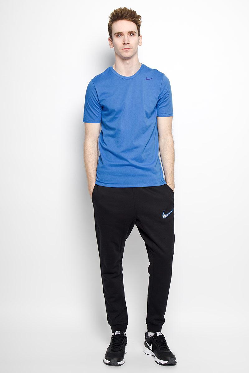 Футболка для фитнеса мужская Dri-Fit SS Version 2.0. 706625706625_010Стильная мужская футболка Nike Dri-Fit SS Version 2.0, выполненная из высококачественного хлопка с добавлением полиэстера, обладает высокой воздухопроницаемостью и гигроскопичностью, позволяет коже дышать. Сочетание хлопковой ткани и материала Nike Dri-FIT создает ощущение мягкости и одновременно способствует отведению влаги, сохраняя сухость тела продолжительное время. Классический крой и продуманное расположение швов обеспечивают максимальную свободу движений. Модель с короткими рукавами и круглым вырезом горловины - идеальный вариант для создания современного образа в спортивном стиле. Футболка оформлена логотипом Nike. Такая модель подарит вам комфорт в течение всего дня и послужит замечательным дополнением к вашему гардеробу.