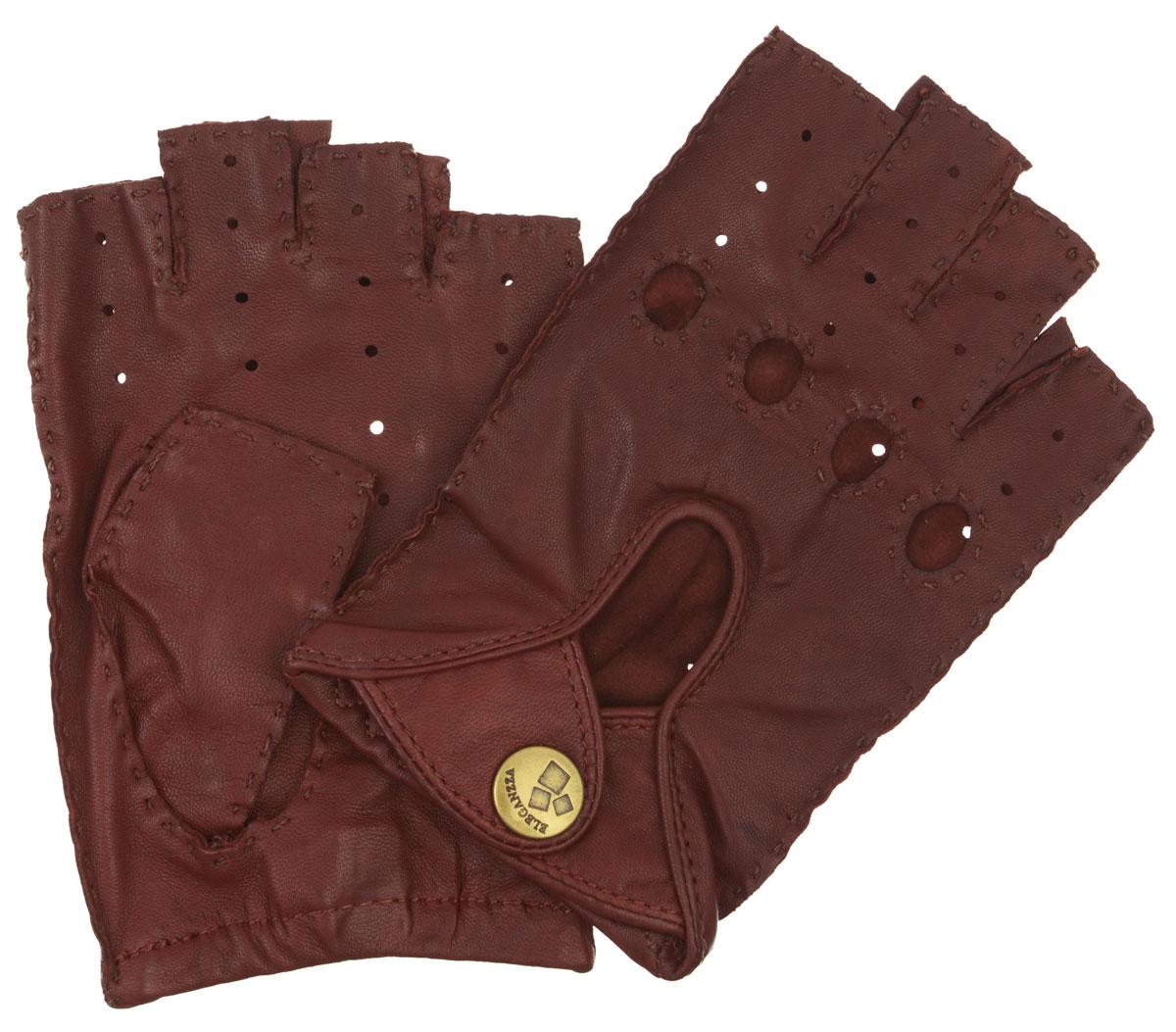МитенкиHS012WМитенки Eleganzza изготовлены из натуральной кожи с перфорацией. Швы - наружные ручные. На лицевой стороне - декоративный вырез, два ремня, закрывающиеся по центру на кнопку и вырезы под косточки пальцев. Первоначально митенки использовались для защиты от холода при выполнении работ, требующих подвижности пальцев. Но начиная с XVIII века митенки стали использоваться как модный женский аксессуар, дамы носили митенки и в помещениях, соответственно митенки выполняли больше эстетическую, а не практическую функцию. Такая мода продержалась и в XIX веке. Использовались как простые вязаные митенки, так и кружевные, причем они могли по длине доходить как до середины руки, так и до локтя. В России митенки использовались еще в XIX веке и считались женскими перчатками. В настоящий момент митенки используются как женщинами, так и мужчинами, но все-таки в большей степени считаются женским аксессуаром одежды!