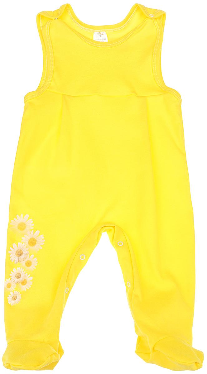 Комбинезон для девочки. 53625362Комбинезон для девочки КотМарКот - удобный и практичный вид одежды для ребенка, который идеально подходит для сна и отдыха. Комбинезон выполнен из натурального хлопка, благодаря чему он очень мягкий и приятный на ощупь, не раздражает нежную кожу малышки и хорошо вентилируется. Комбинезон с широкими бретелями на кнопках и закрытыми ножками имеет застежки-кнопки на ластовице до щиколоток, которые помогают легко переодеть младенца или сменить подгузник. Вырез горловины и проймы дополнены мягкой бейкой. Изделие оформлено ромашками с блестками. Комфортный и уютный комбинезон станет незаменимым дополнением к гардеробу вашей маленькой принцессы. Изделие полностью соответствует особенностям жизни младенца в ранний период, не стесняя и не ограничивая его в движениях.