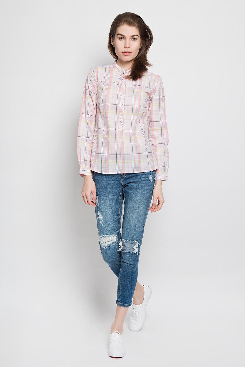 БлузкаB-112/713-6173Стильная женская рубашка Sela Casual, выполненная из натурального хлопка, прекрасно подойдет для повседневной носки. Материал очень легкий, мягкий и приятный на ощупь, не сковывает движения и позволяет коже дышать. Рубашка с небольшим воротником-стойкой и длинными рукавами застегивается сверху на пуговицы. Длину рукавов можно изменить при помощи хлястиков на пуговицах. Манжеты рукавов также застегиваются на пуговицы. Изделие оформлено принтом в клетку. Такая рубашка будет дарить вам комфорт в течение всего дня и станет модным дополнением к вашему гардеробу.