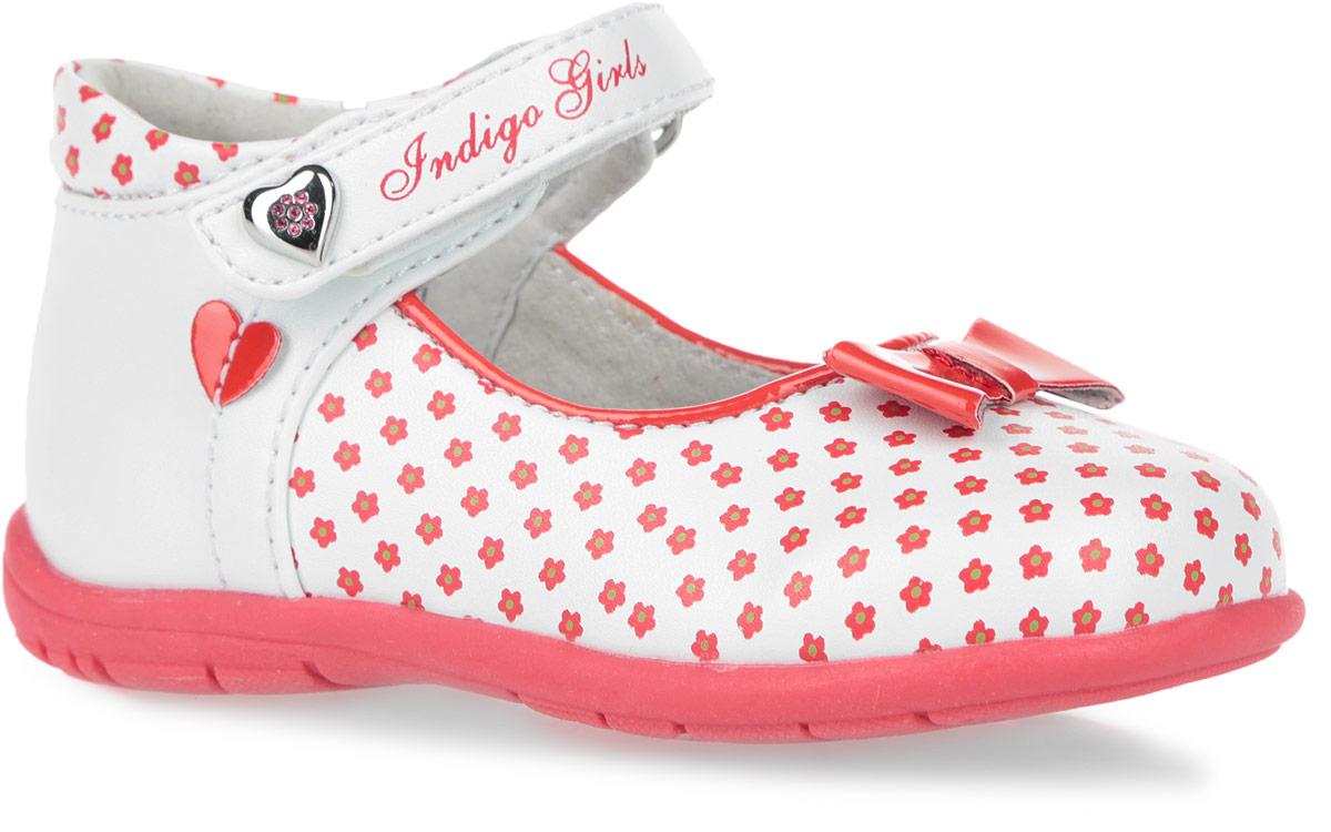 Туфли для девочки. 30-144B/1230-144B/12Очаровательные туфли от Indigo Kids придутся по душе вашей девочке. Модель выполнена из искусственной кожи и оформлена принтом в виде цветов. Подъем украшен аппликацией в виде милого бантика из лаковой кожи. Ремешок на застежке-липучке позволяет надежно зафиксировать обувь на ноге. Одна из боковых сторон украшена нашивкой в виде сердечка, ремешок - принтом и металлическим декоративным элементом в форме сердца, усеянного стразами. Укрепленный задник стабилизирует пятку и не дает ножке ребенка подвернуться. Подкладка, изготовленная из натуральной кожи, обеспечивает дополнительный комфорт и предотвращает натирание. Стелька из ЭВА материала с верхним покрытием из натуральной кожи дополнена супинатором с перфорацией. Легкая нескользящая подошва оснащена рифлением для лучшей сцепки с поверхностью. Стильные туфли- незаменимая вещь в гардеробе каждой девочки.