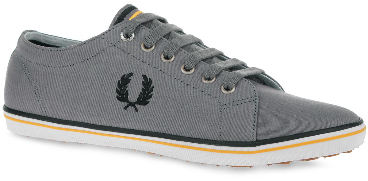 B6259U-100Стильные кеды Kingston Twill от Fred Perry покорят вас с первого взгляда! Модель выполнена из плотного текстиля. Одна из боковых сторон модели оформлена вышивкой в виде логотипа бренда, другая сторона - перфорацией, стилизованной под люверсы. Язычок оформлен вышитыми полосками. Шнуровка обеспечивает надежную фиксацию обуви на ноге. Стелька и подкладка из текстиля гарантируют комфорт при движении. Прочная резиновая подошва с рельефным рисунком обеспечивает сцепление с любой поверхностью. Такие кеды займут достойное место в вашем гардеробе.