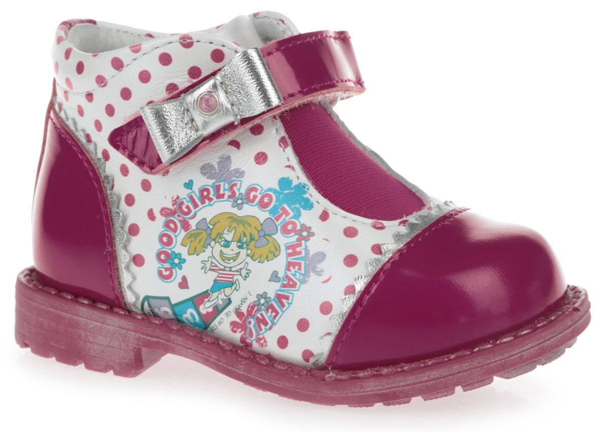 Ботинки для девочки. 7-8060916017-806091601Прелестные ботинки от Elegami не оставят равнодушной вашу девочку! Модель, выполненная из натуральной кожи и натурального лака, оформлена узором в горох, сбоку - изображением веселой девочки, на мысе и на задней поверхности - зигзагообразной окантовкой, на ремешке - очаровательным бантиком. Резинка на подъеме и ремешок с застежкой-липучкой обеспечивают надежную фиксацию обуви на ноге. Подкладка из натуральной кожи позволяет ножкам дышать. Стелька EVA с поверхностью из натуральной кожи дополнена супинатором, который обеспечивает правильное положение ноги ребенка при ходьбе, предотвращает плоскостопие. Протектор на подошве и на каблуке гарантирует отличное сцепление с любой поверхностью. Стильные ботинки - незаменимая вещь в гардеробе вашей девочки.