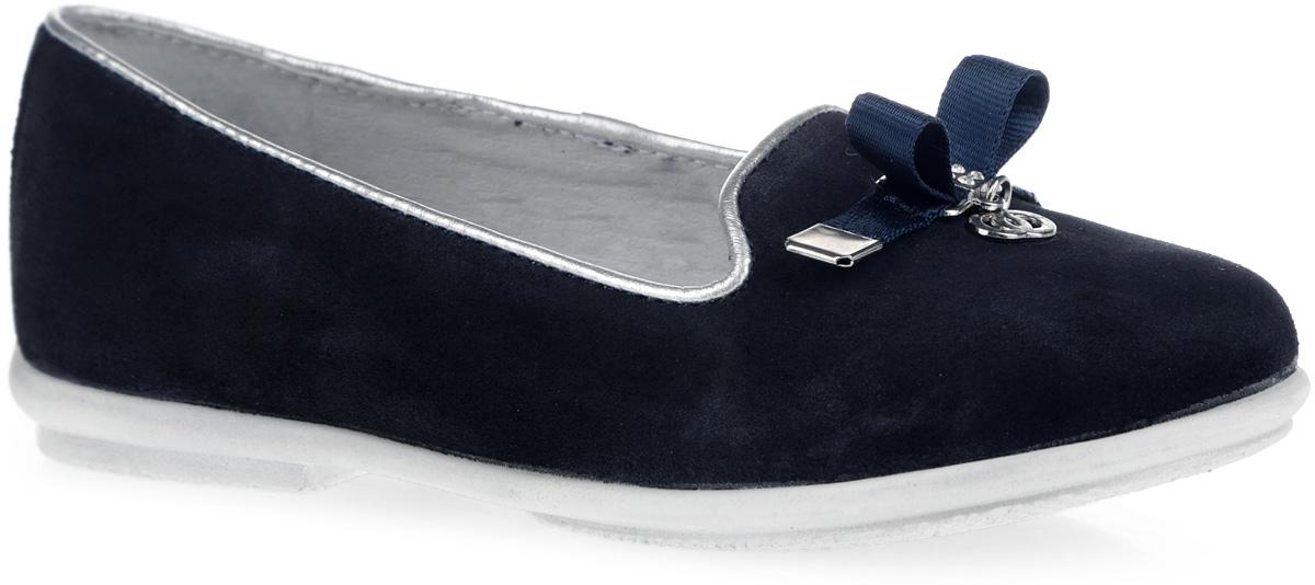 Туфли для девочки. 6-6127316046-612731604Прелестные туфли от Elegami очаруют вашу девочку с первого взгляда! Модель выполнена из натурального велюра и оформлена кожаным кантом. Мыс туфель оформлен текстильным бантиком с металлическим элементом, украшенным стразами, и подвеской. Внутренняя поверхность из натуральной кожи и стелька из EVA-материала с поверхностью из натуральной кожи комфортны при движении. Стелька дополнена супинатором с перфорацией, который обеспечивает правильное положение ноги ребенка при ходьбе, предотвращает плоскостопие. Перфорация на стельке позволяет ногам дышать. Рифление на подошве гарантирует отличное сцепление с любыми поверхностями. Стильные туфли займут достойное место в гардеробе вашей девочки.