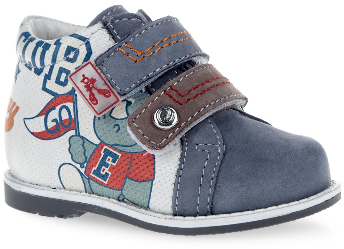 7-801851601Модные ботинки от Elegami не оставят равнодушным вашего мальчика! Модель, выполненная из натуральной кожи и нубука, оформлена декоративным тиснением, по бокам и на заднике - изображением носорогов и фирменными надписями. Ремешки на застежках-липучках, один из которых оформлен фирменной нашивкой, а другой - металлическим элементом с логотипом бренда, обеспечивают надежную фиксацию обуви на ноге. Ремешки дополнены контрастными прострочками. Внутренняя поверхность из натуральной кожи и стелька из EVA-материала с поверхностью из натуральной кожи комфортны при движении. Стелька дополнена супинатором с перфорацией, который обеспечивает правильное положение ноги ребенка при ходьбе, предотвращает плоскостопие. Перфорация на стельке позволяет ногам дышать. Рифление на подошве обеспечивает отличное сцепление с любой поверхностью. Стильные ботинки - незаменимая вещь в гардеробе вашего мальчика.