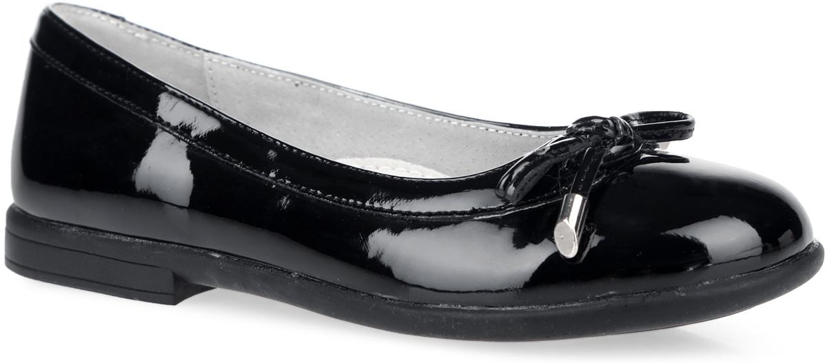 Туфли для девочки. 164210164210Элегантные туфли от Scool придутся по душе вашей юной моднице! Модель на невысоком широком каблучке изготовлена из искусственной лаковой кожи и дополнена на мыске милым бантиком со стильной фурнитурой. Подкладка и стелька с супинатором из натуральной кожи, обеспечивающая правильное формирование стопы, гарантируют дополнительный комфорт и предотвращают натирание. Подошва оснащена рифлением для лучшей сцепки с поверхностью. Чудесные туфли займут достойное место в гардеробе вашего ребенка.