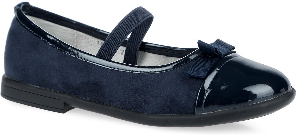 164211Элегантные туфли от Scool придутся по душе вашей юной моднице! Модель на невысоком широком каблучке изготовлена из искусственной замши и оформлена на мыске вставкой из искусственной лаковой кожи и текстильным бантиком, по канту - нашивкой из лаковой кожи. Эластичная резинка в области подъема предназначена для удобной посадки и лучшей фиксации обуви на ноге. Подкладка и стелька из натуральной кожи обеспечивают дополнительный комфорт и предотвращают натирание. Подошва оснащена рифлением для лучшей сцепки с поверхностью. Чудесные туфли займут достойное место в гардеробе вашего ребенка.