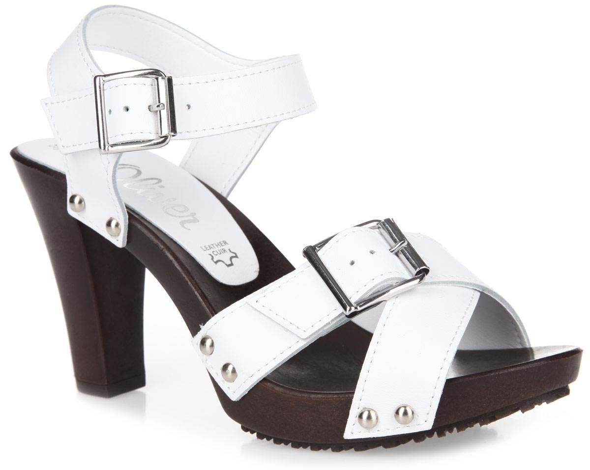 Босоножки. 5-5-28301-265-5-28301-26-001Эффектные босоножки от S.Oliver - незаменимая вещь в гардеробе каждой женщины. Модель выполнена из натуральной кожи и оформлена на ремешках металлическими заклепками. Ремешки с металлическими пряжками квадратной формы отвечают за надежную фиксацию обуви на ноге. Длина ремешков регулируется за счет болтов. Высокий каблук-столбик компенсирован платформой. Рифленая поверхность каблука и подошвы гарантирует идеальное сцепление с любой поверхностью. Стильные босоножки прекрасно завершат ваш модный образ.