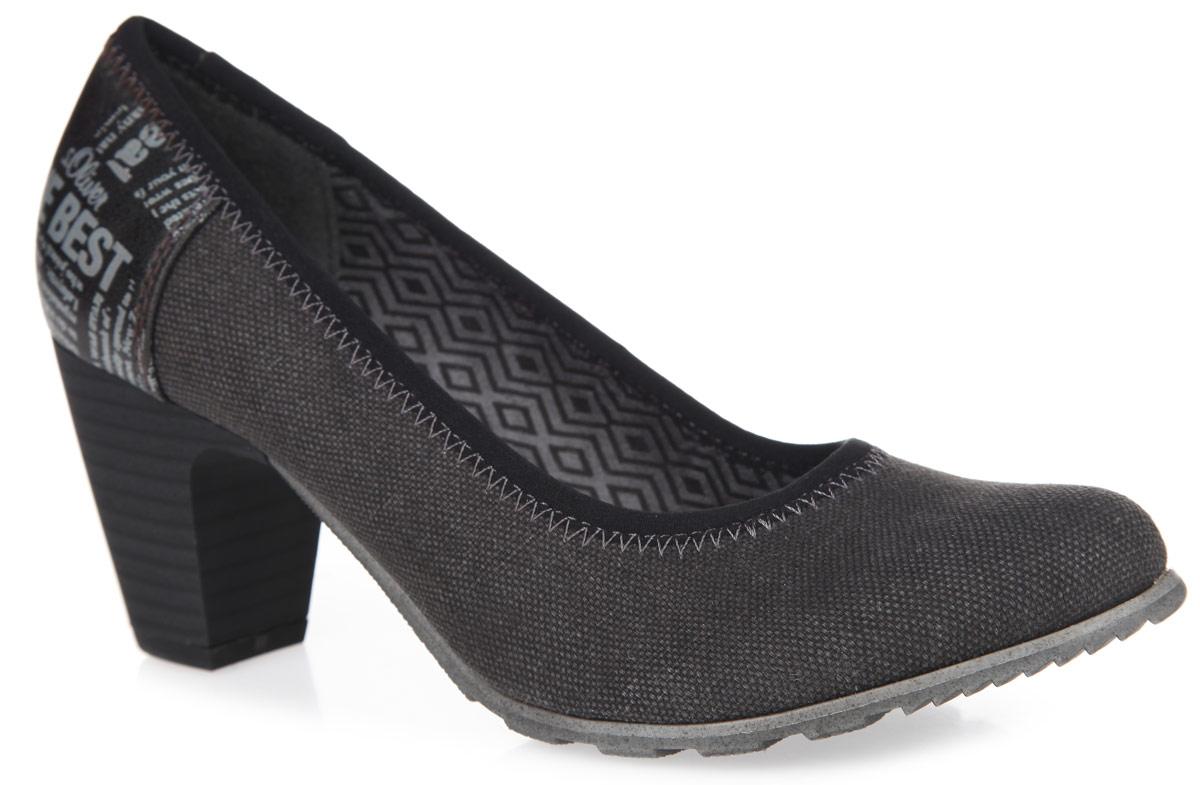 Туфли женские. 5-5-22412-26-0015-5-22412-26-001Великолепные туфли от S.Oliver не оставят равнодушной настоящую модницу! Модель выполнена из прочного текстиля. Задняя поверхность изделия декорирована вставкой из искусственной кожи, оформленной различными надписями. Закругленный носок смотрится невероятно женственно. Мягкая стелька из искусственной кожи комфортна при ходьбе. Умеренной высоты каблук, оформленный узором в полоску, устойчив. Рифление на подошве обеспечивает идеальное сцепление с любыми поверхностями. Модные туфли подчеркнут ваш безупречный вкус!