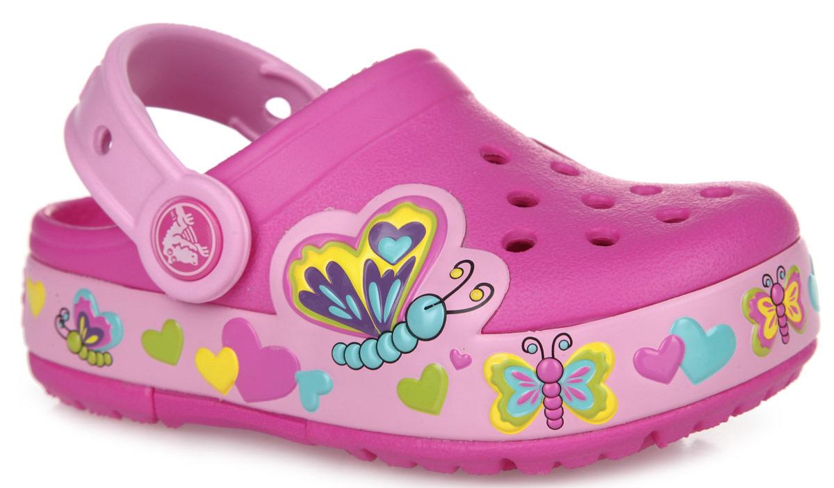 Сабо для девочки Butterfly. 15685-6L415685-6L4Чудесные сабо для девочки Crocs Butterfly покорят вашу малышку с первого взгляда! Обувь невероятно легкая, мягкая и удобная благодаря материалу Croslite. Сабо декорированы объемными изображениями бабочек и сердечек. Вентиляционные отверстия на мысе предназначены для свободного доступа воздуха. Под воздействием температуры тела принимают форму стопы. Бактериостатичны - материал Croslite препятствует появлению неприятных запахов и легок в уходе: быстро сохнет и не оставляет следов на любых поверхностях. Анатомическая стелька с массажными линиями для стимуляции кровообращения и дополнительного комфорта. Пяточный ремешок для фиксации стопы при ходьбе. Отверстия в пяточном ремешке можно использовать для украшения аксессуарами Jibbitz. Рифление на подошве гарантирует идеальное сцепление с любой поверхностью. Встроенные светодиоды по периметру модели мерцают разноцветными огоньками при каждом шаге! Такие сабо - отличное решение для каждодневного использования!