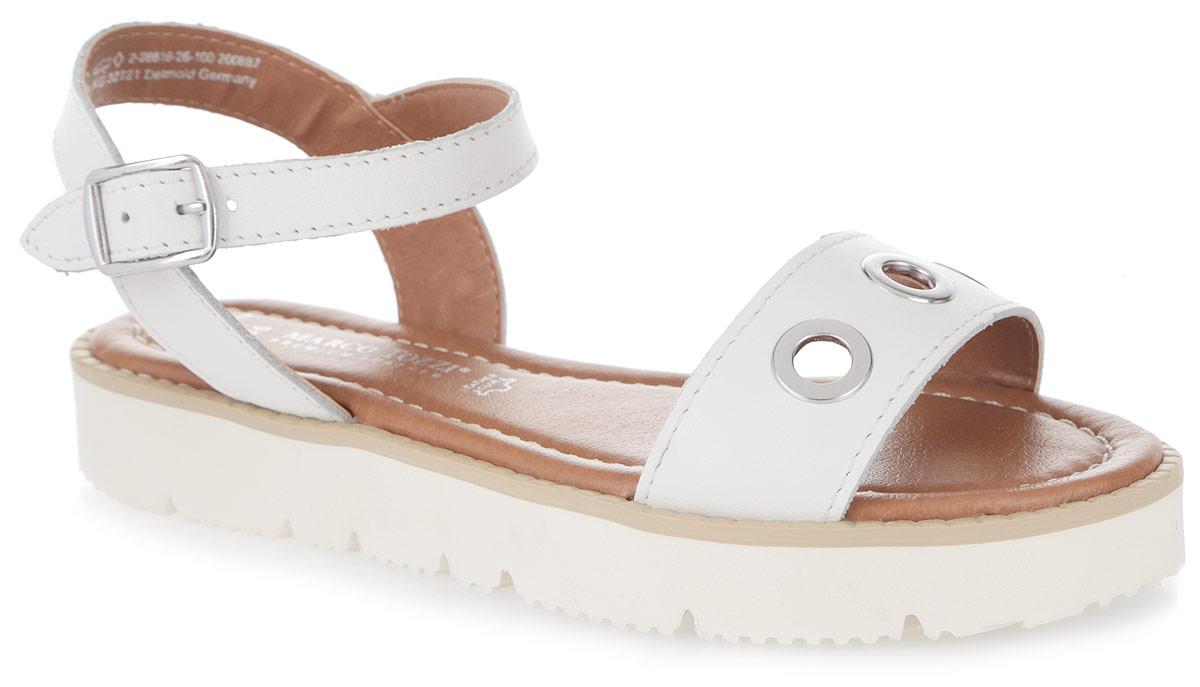 2-2-28616-26-100Стильные женские сандалии от Marco Tozzi заинтересуют вас своим дизайном. Модель изготовлена из натуральной кожи. Передний ремешок оформлен металлическими декоративными люверсами. Ремешок с металлической пряжкой прочно зафиксирует изделие на щиколотке. Мягкая стелька из искусственной кожи комфортна при ходьбе. Утолщенная подошва с рифлением обеспечивает отличное сцепление с поверхностью. Модные сандалии внесут изюминку в ваш модный образ.