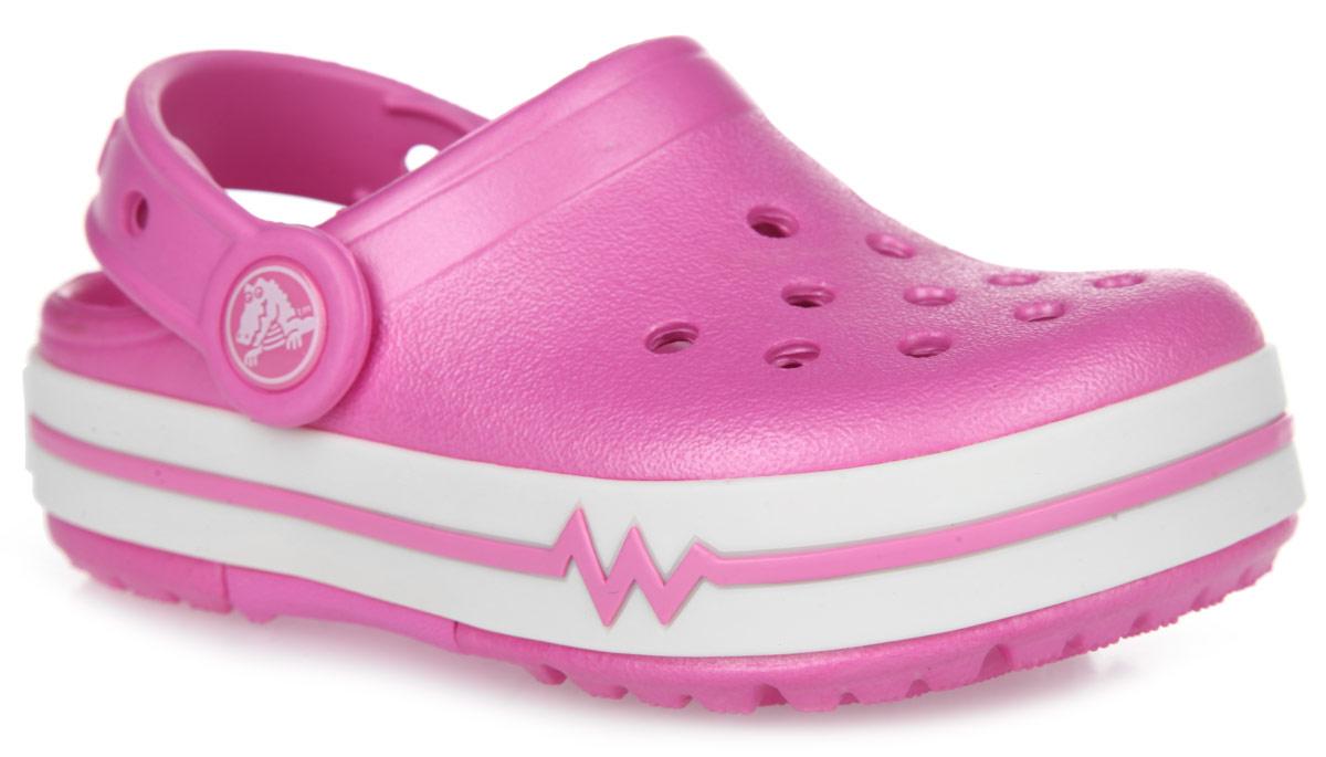 Сабо для девочки CrocsLights. 16138-6Z516138-6Z5Модные сабо CrocsLights от Crocs придутся по душе вашей девочке. Обувь невероятно легкая, мягкая и удобная благодаря материалу Croslite. Материал Croslite - бактериостатичен, препятствует появлению неприятных запахов и легок в уходе: быстро сохнет и не оставляет следов на любых поверхностях. Сабо оформлены на подошве полосками контрастного цвета и названием бренда. Под воздействием температуры тела обувь принимает форму стопы. Вентиляционные отверстия обеспечивают естественную вентиляцию. Также отверстия предназначены для декорирования джибитсами. Анатомическая стелька с массажными линиями для стимуляции кровообращения и дополнительного комфорта. Встроенные в подошву светодиоды мерцают разноцветными огоньками при каждом шаге! Пяточный ремешок для фиксации стопы при ходьбе. Рифление на подошве гарантирует идеальное сцепление с любой поверхностью. Такие сабо - отличное решение для каждодневного использования!