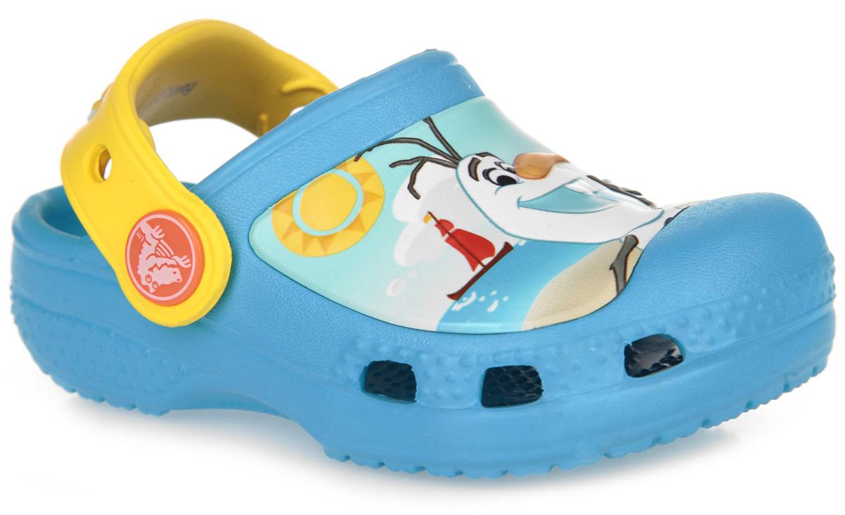 Сабо детские Olaf. 201503-404-105201503-404-131Модные сабо Olaf от Crocs придутся по душе вашему ребенку. Обувь невероятно легкая, мягкая и удобная благодаря материалу Croslite. Материал Croslite - бактериостатичен, препятствует появлению неприятных запахов и легок в уходе: быстро сохнет и не оставляет следов на любых поверхностях. Модель оформлена изображение героя мультфильма Frozen - снеговика Олафа. Отверстия по бокам обеспечивают естественную вентиляцию. Анатомическая стелька с массажными линиями для стимуляции кровообращения и дополнительного комфорта. Под воздействием температуры тела обувь принимает форму стопы. Пяточный ремешок, оформленный логотипом Frozen, предназначен для фиксации стопы при ходьбе. Рифление на подошве гарантирует идеальное сцепление с любой поверхностью. Такие сабо - отличное решение для каждодневного использования!