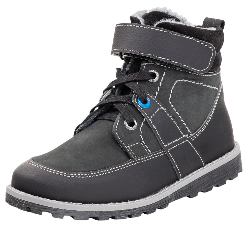 Ботинки для мальчика. 652059-31652059-31Комфортные ботинки выполнены полностью из натуральной кожи: основной материал -гидрофобный нубук, носочная и пяточная часть защищены кожей с полиуретановым покрытием. Удобная застежка-комбинация из шнурков, которые фиксируются ремнем с велькро и молнии, которая позволяет быстро обувать и снимать обувь. Подкладка выполнена из байки. Мягкий манжет из велюра создает комфорт при ходьбе и предотвращает натирание ножки ребенка. Дополнительную защиту от прохлады придаёт войлочная стелька, которую можно вытащить для просушки, воспользовавшись специальной петлёй. Модель украшена контрастной отстрочкой. Прочная рифленая подошва не позволит проникнуть холоду внутрь обуви.
